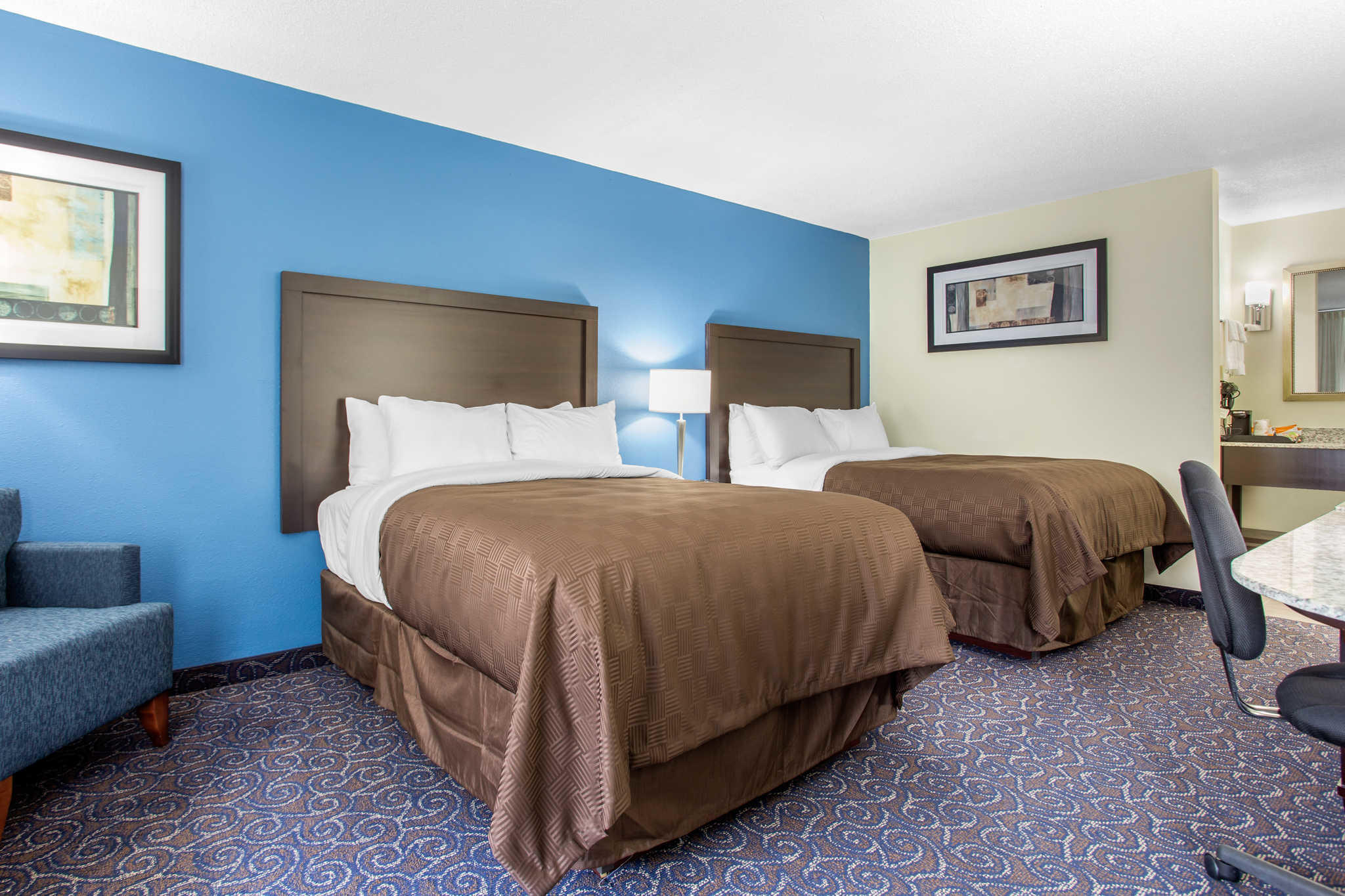 Clarion Inn & Suites image 7