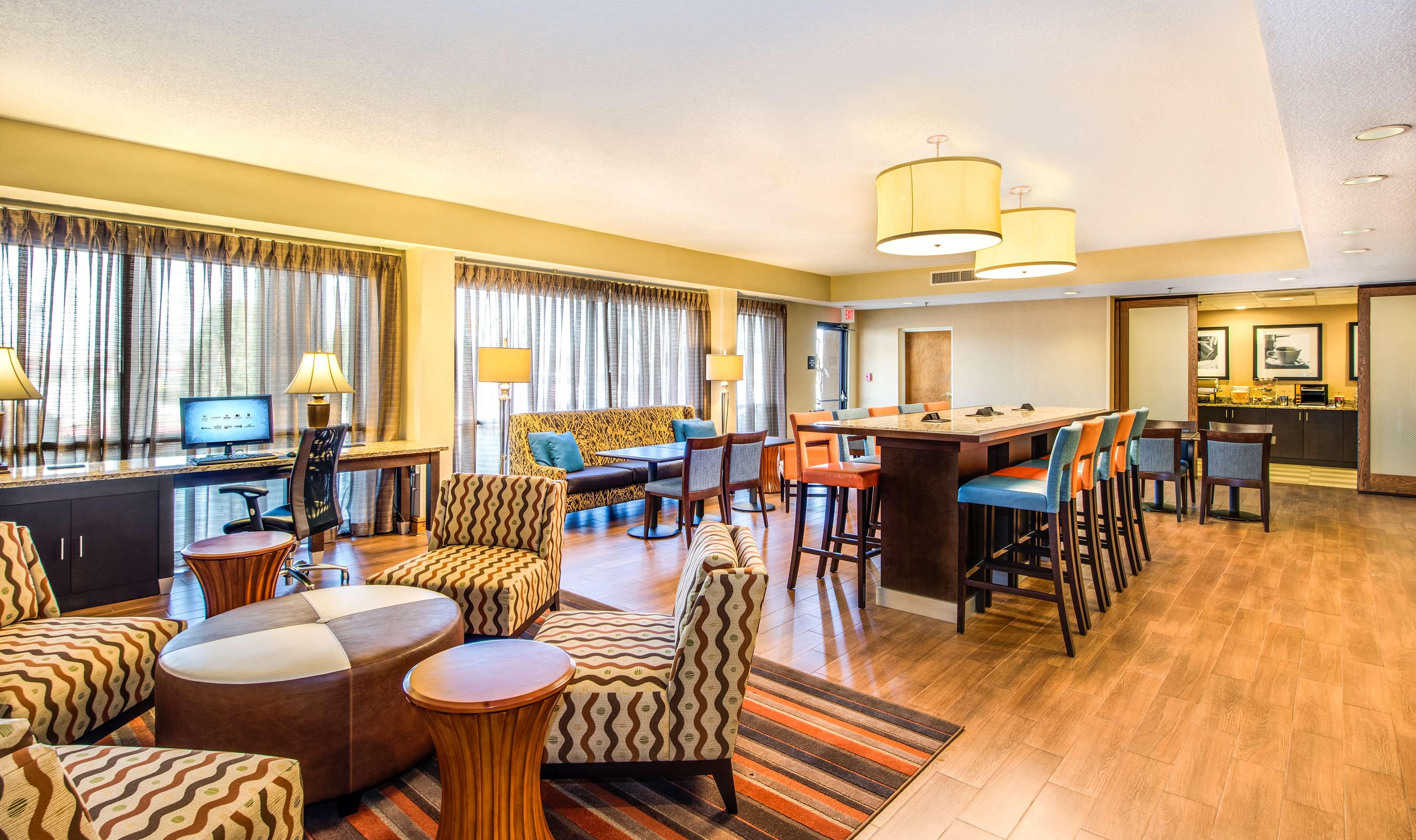 Hampton Inn Atlanta-Southlake image 2