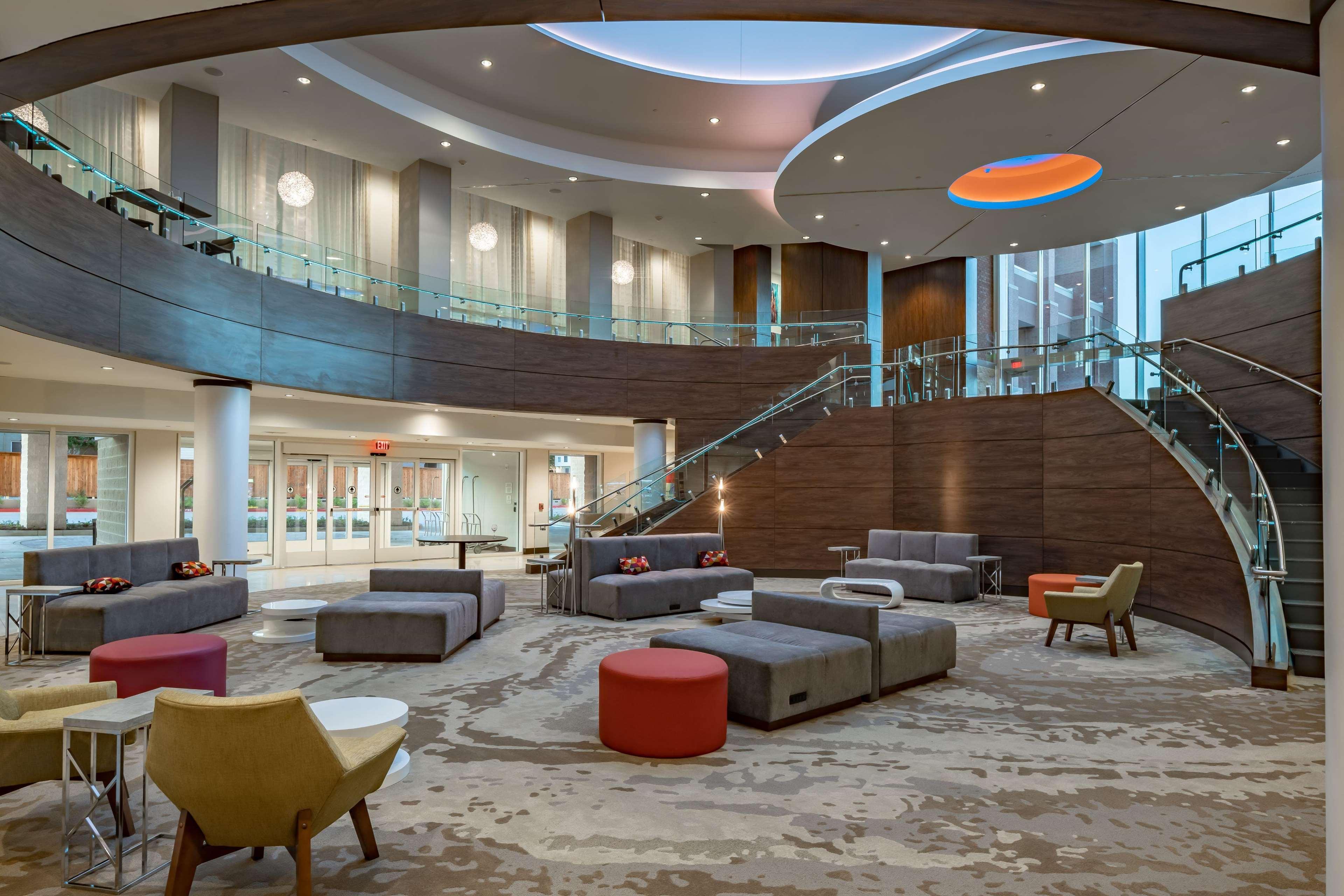 Hilton Garden Inn Dallas at Hurst Conference Center image 8