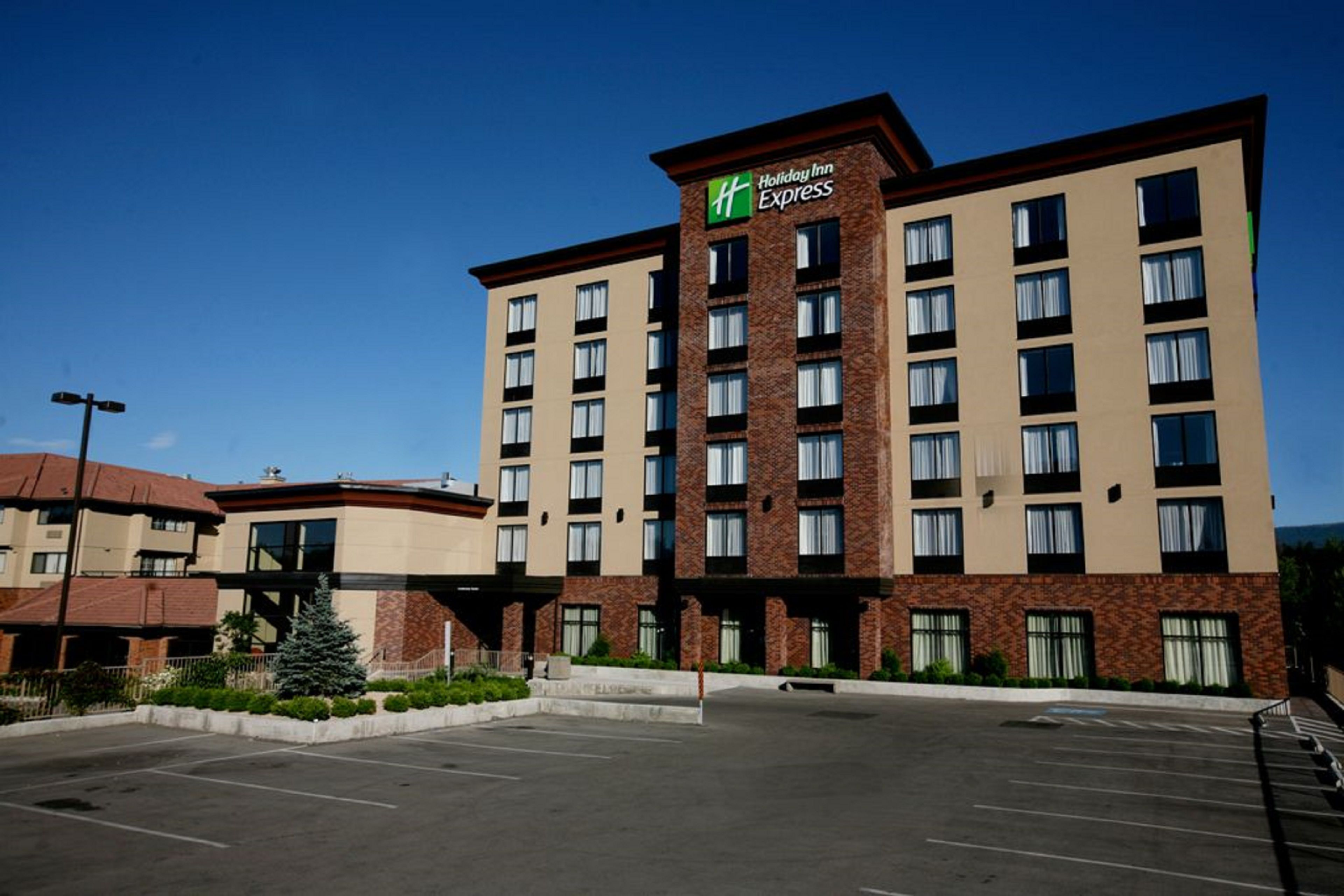 Holiday Inn Express Kearney image 5