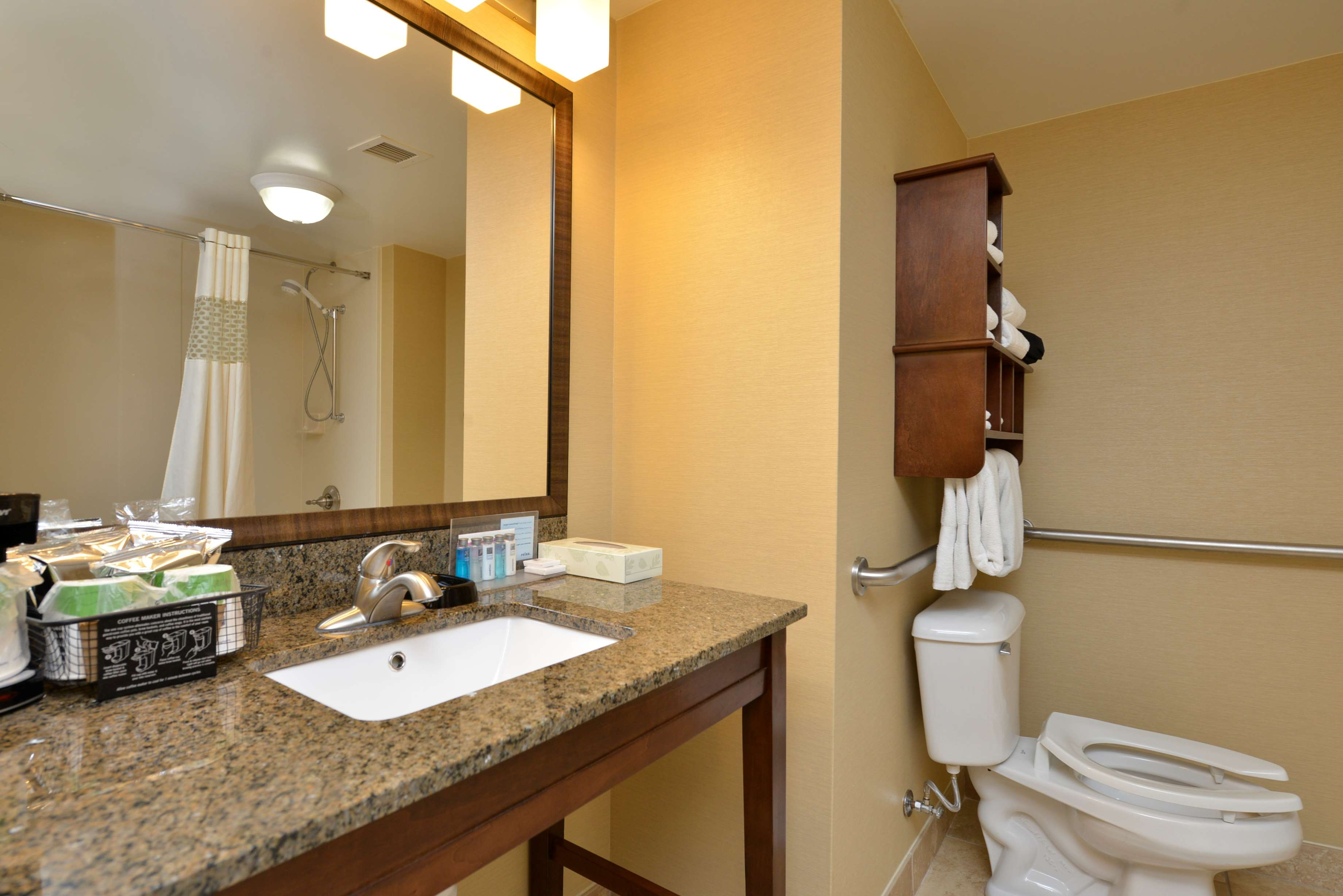 Hampton Inn East Aurora image 19