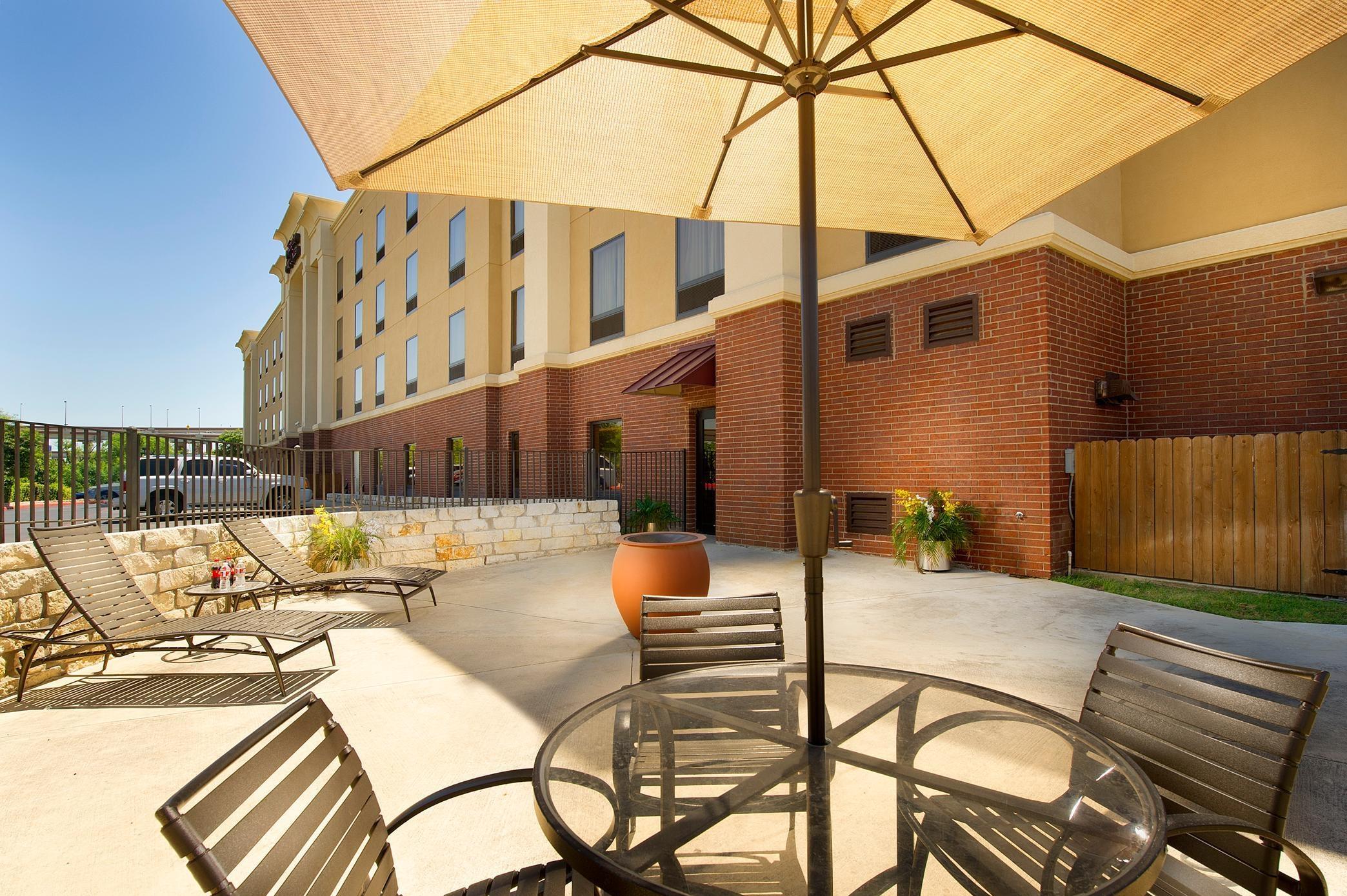 Hampton Inn & Suites San Antonio-Airport image 15
