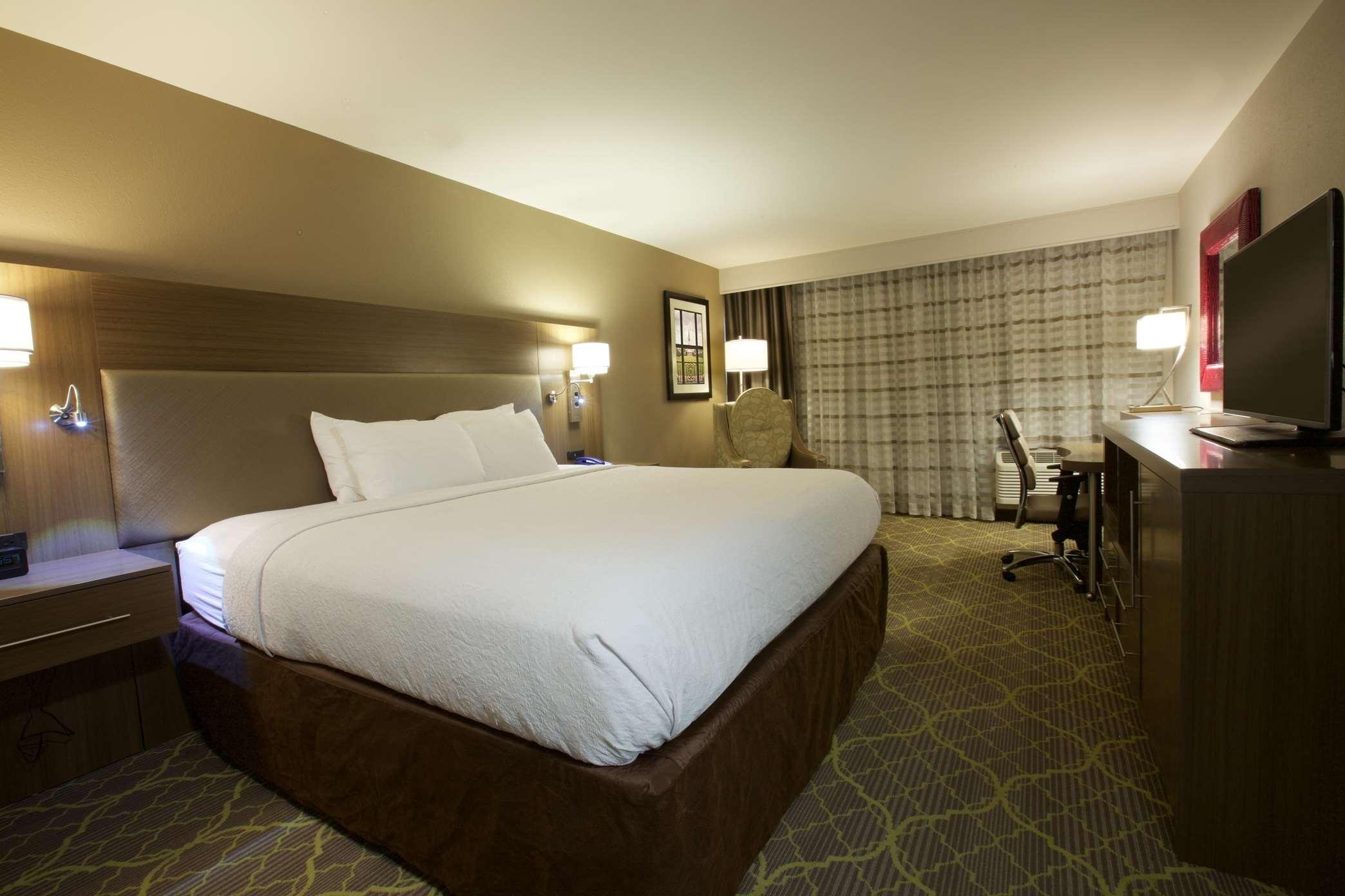 DoubleTree by Hilton Hotel Winston Salem - University image 0