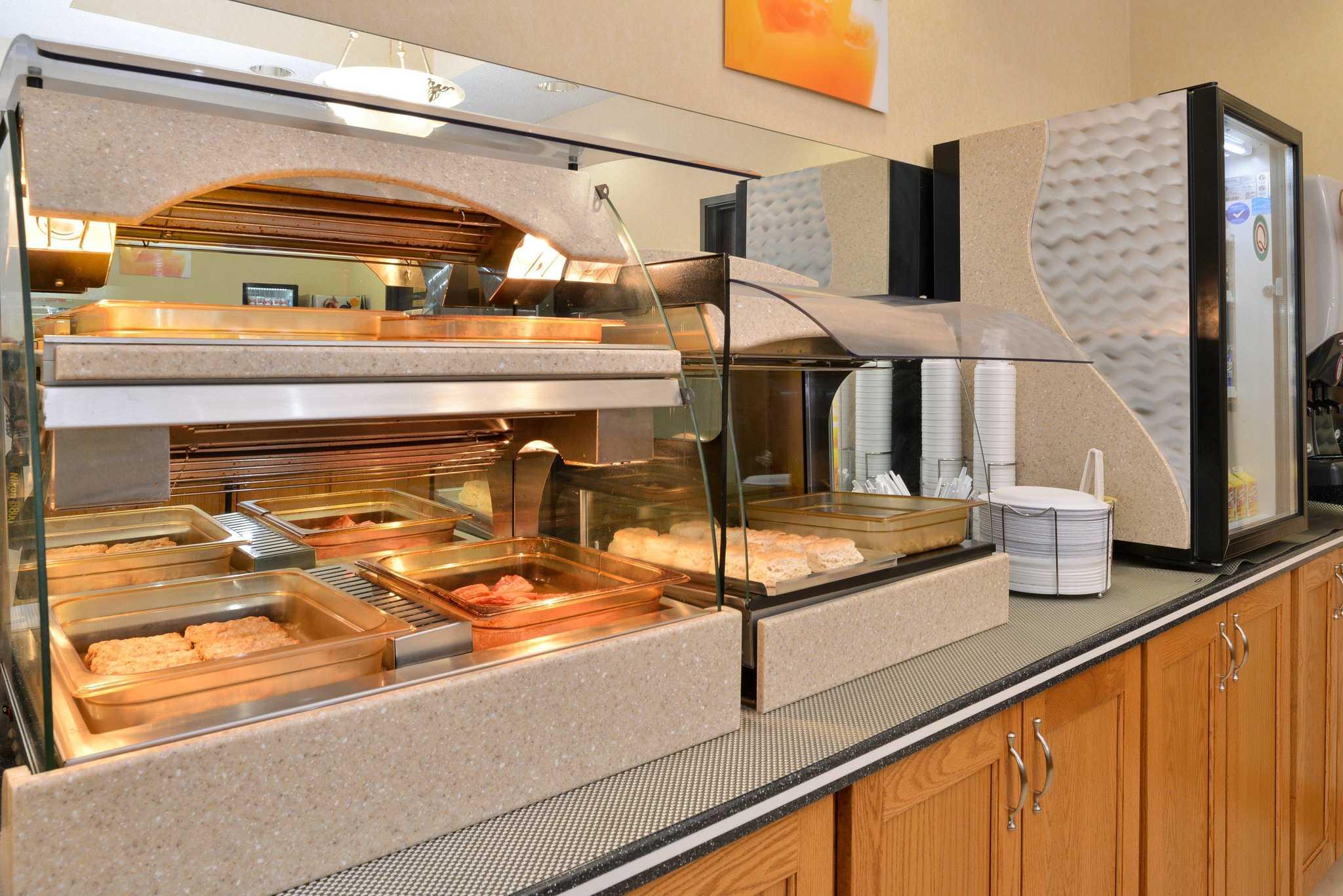 Quality Inn & Suites Jefferson City image 18