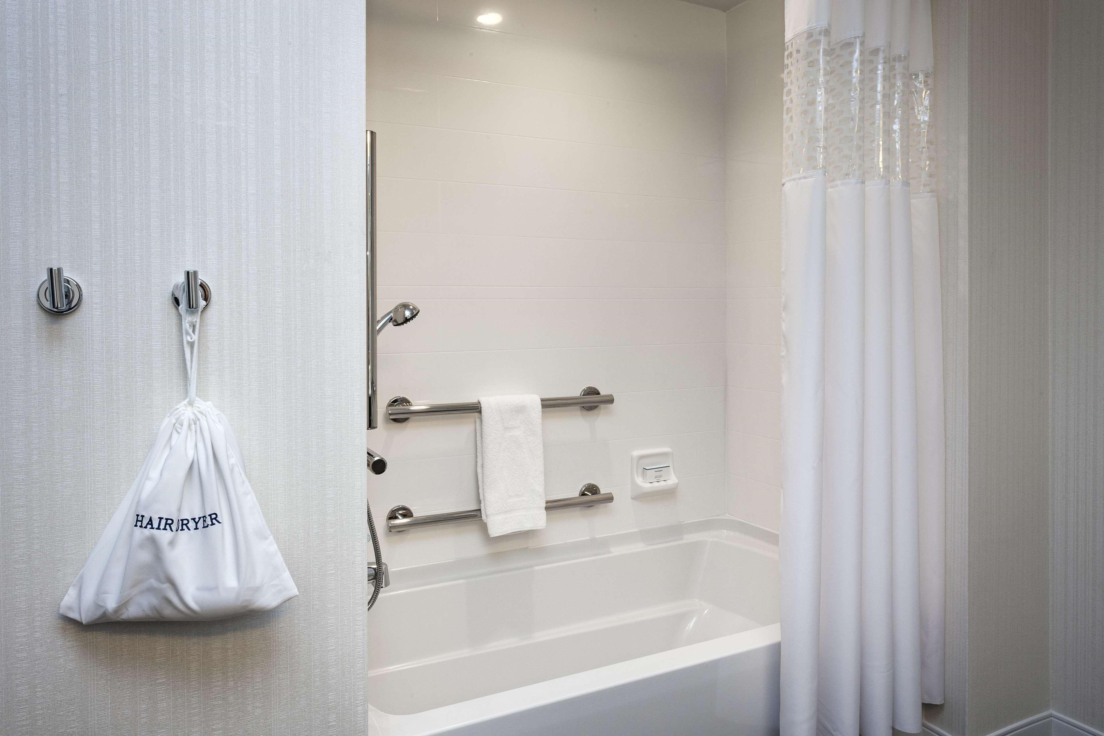 Hampton Inn & Suites by Hilton Seattle/Northgate image 9