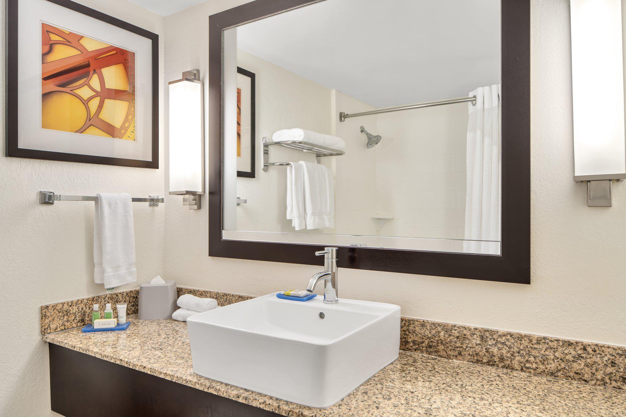 Holiday Inn Express Ft. Lauderdale Cruise-Airport, an IHG Hotel