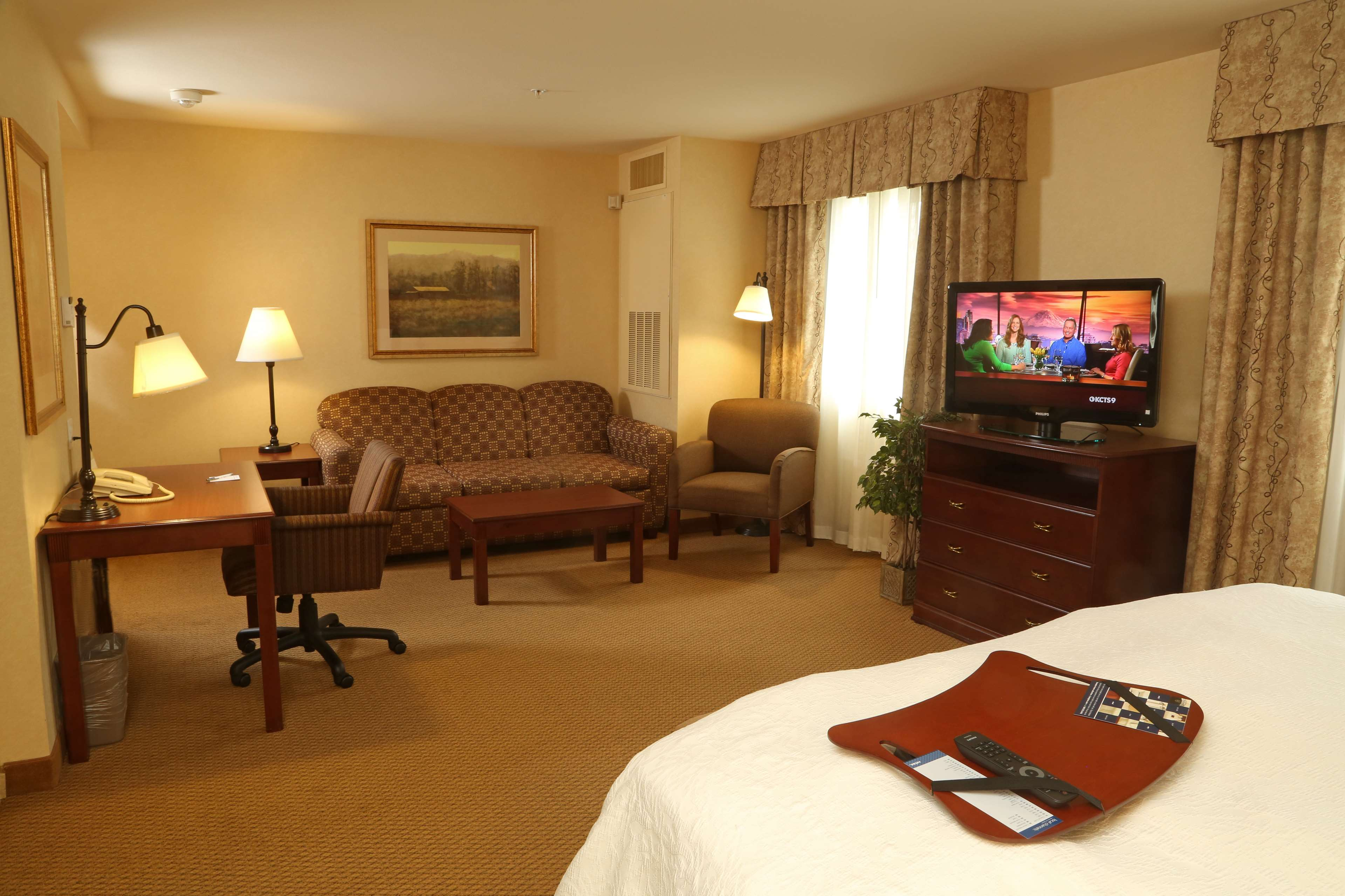 Hampton Inn & Suites Burlington image 14