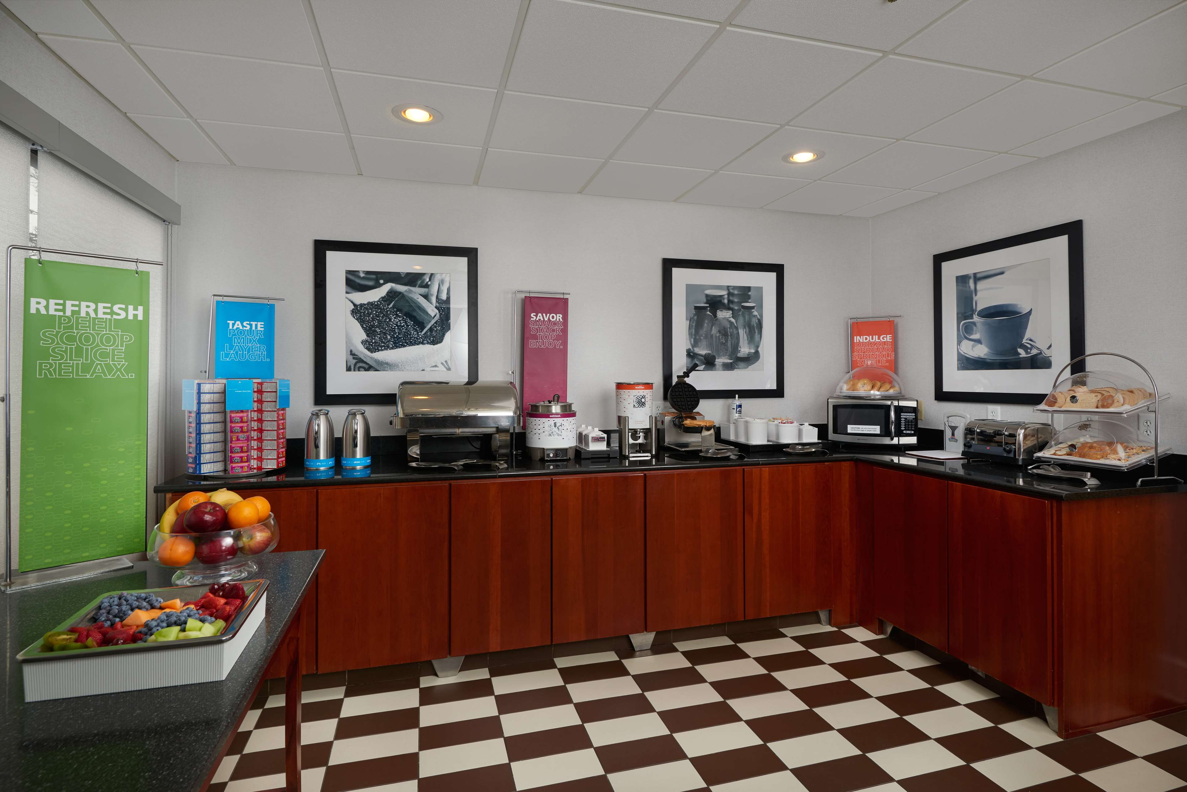 Hampton Inn Youngstown-West I-80 image 3