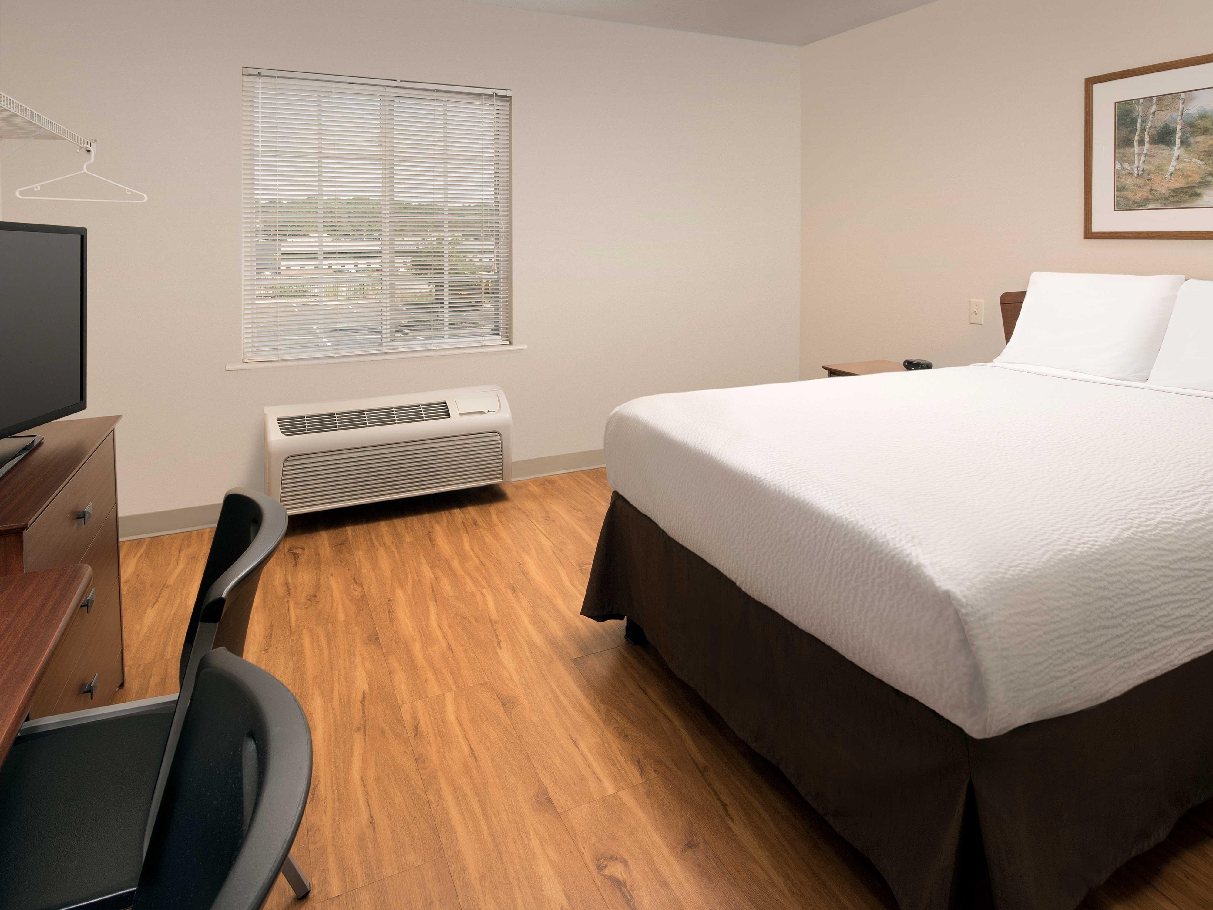 WoodSpring Suites Kansas City Mission image 4