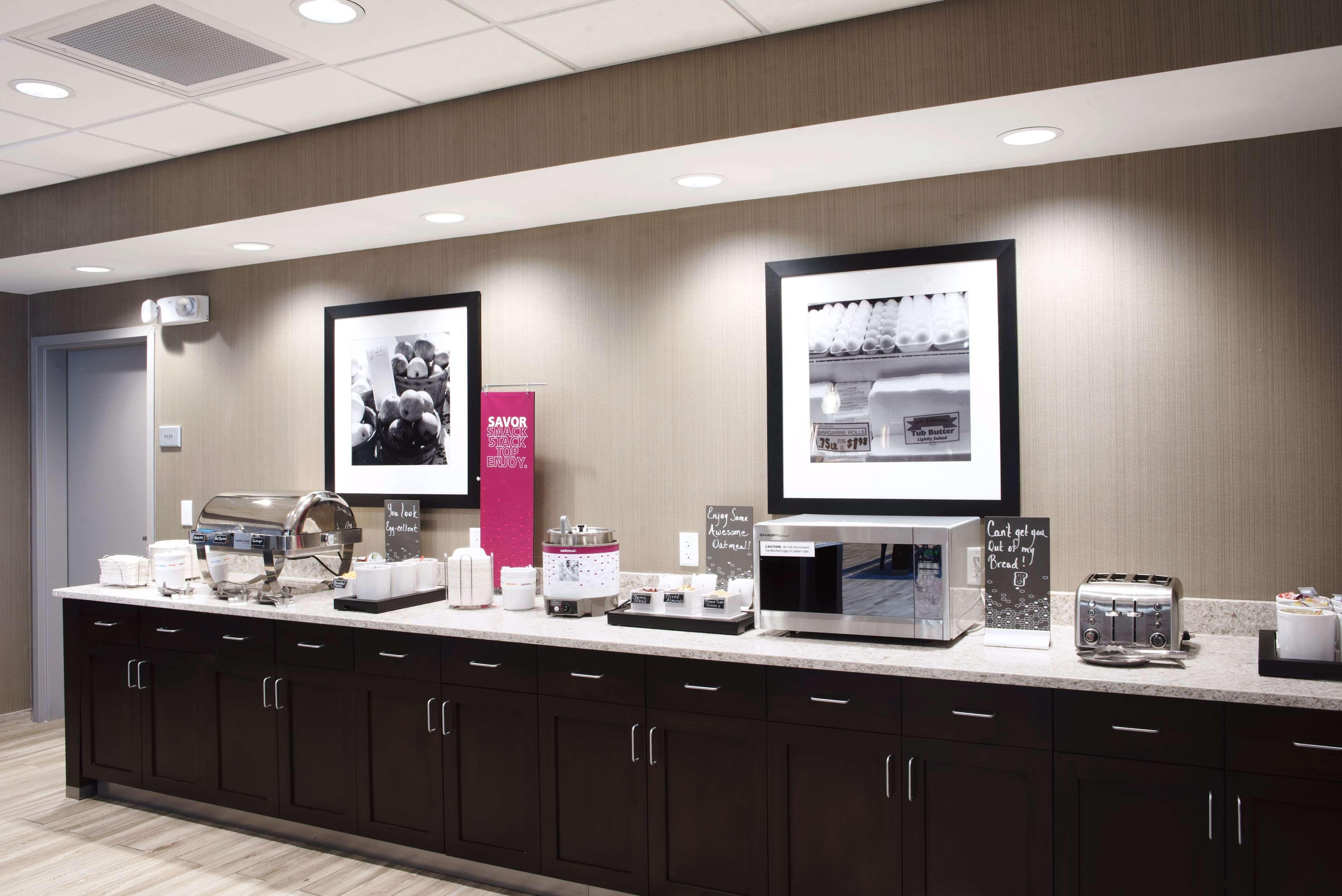 Hampton Inn & Suites Des Moines/Urbandale image 12