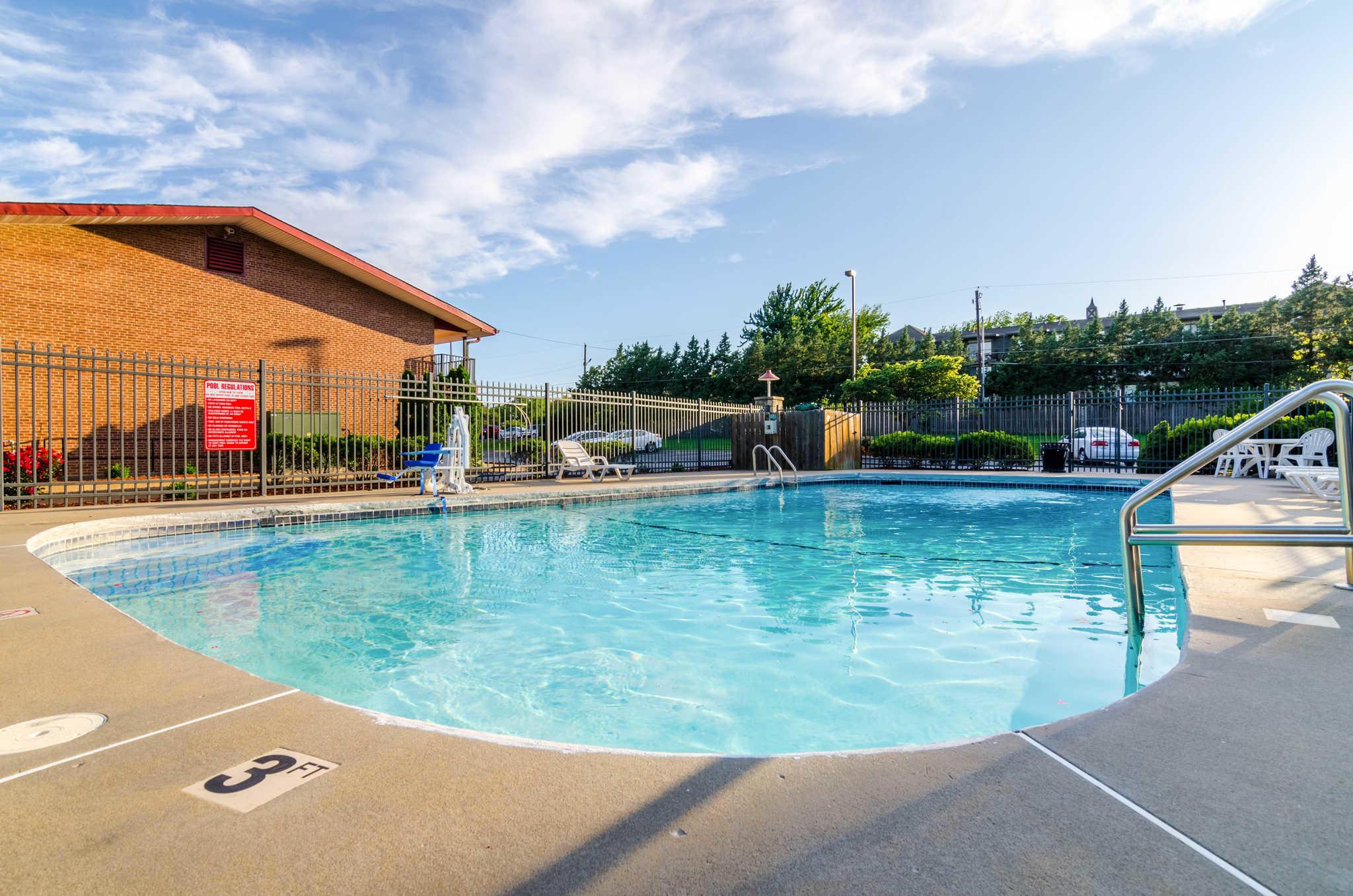Econo Lodge  Inn & Suites I-35 at Shawnee Mission image 36