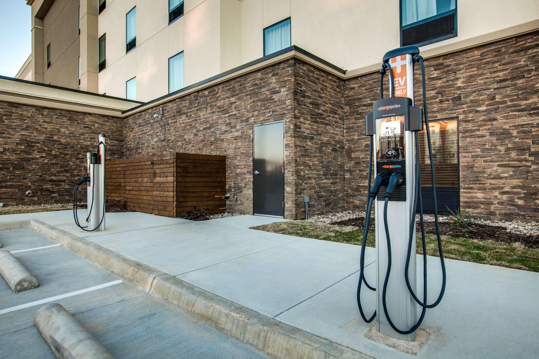 Hampton Inn & Suites Dallas/Ft. Worth Airport South image 40