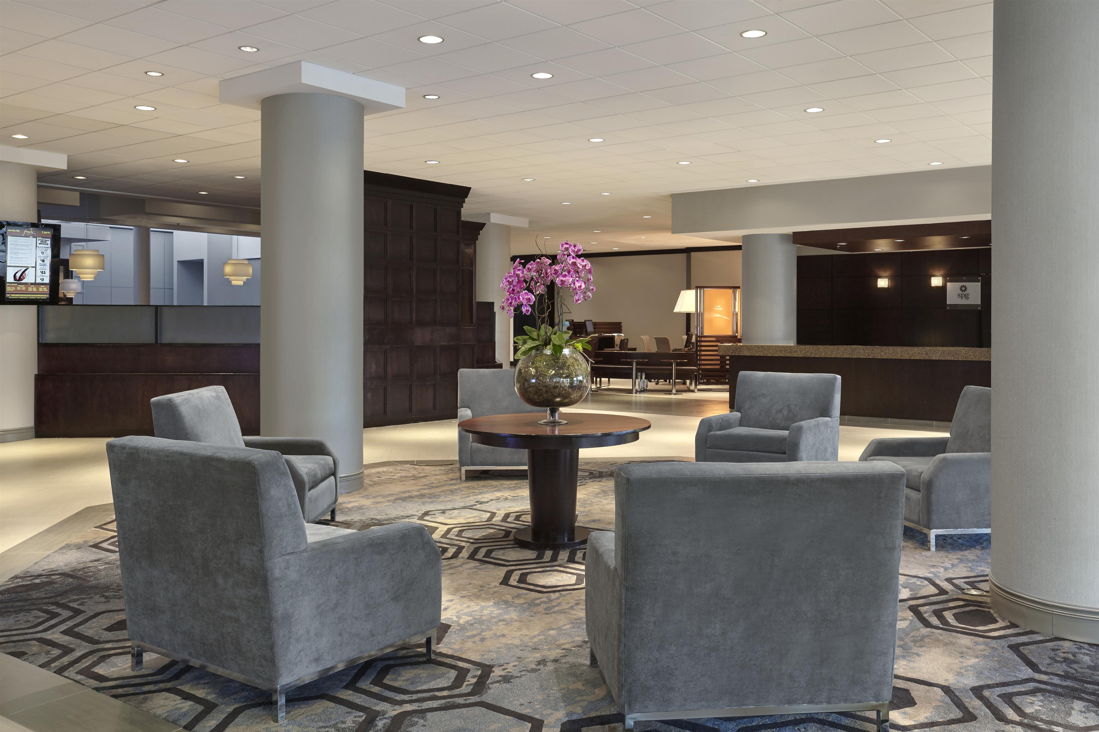 Sheraton Vancouver Guildford Hotel in Surrey: Lobby