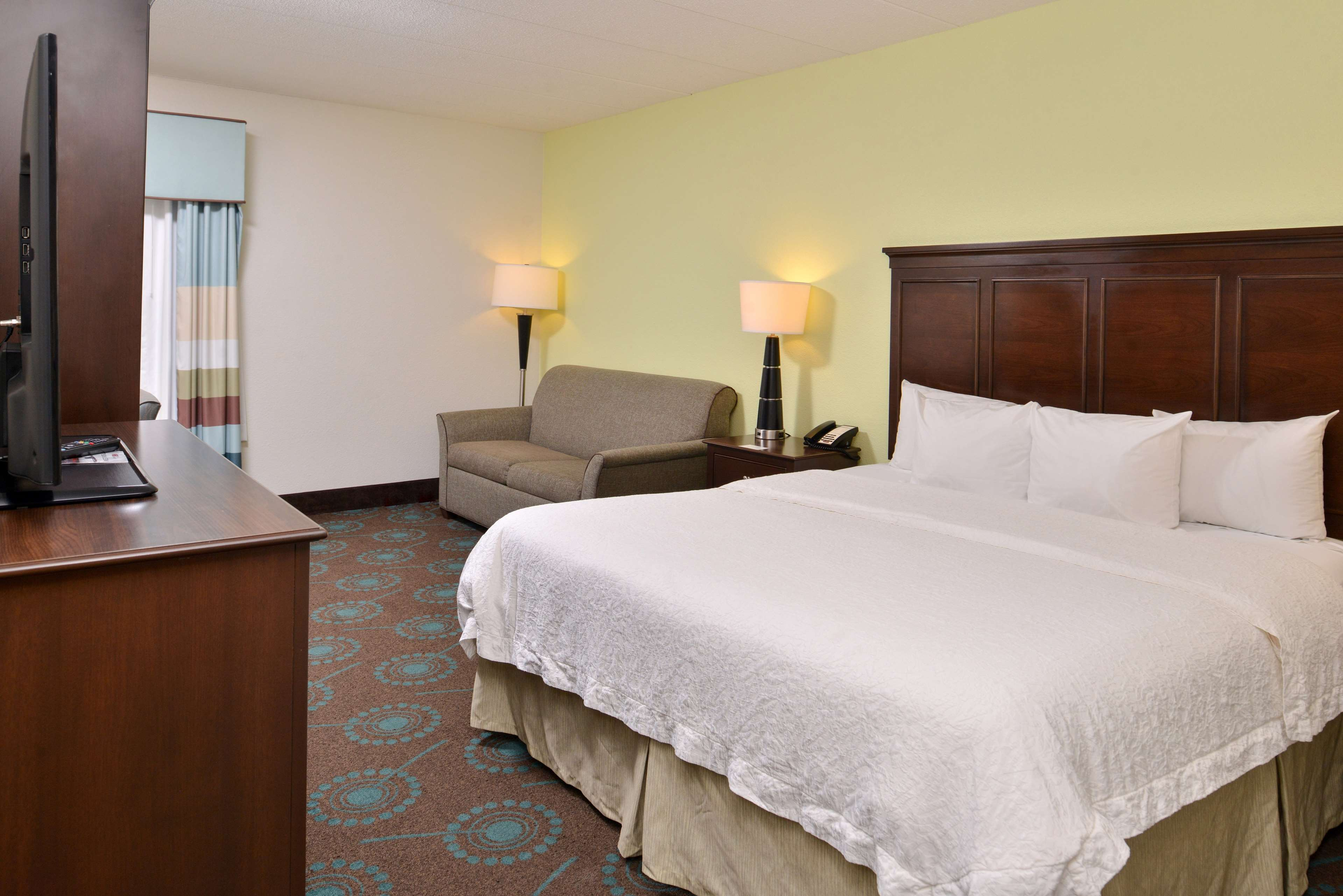 Hampton Inn & Suites Newport News (Oyster Point) image 16