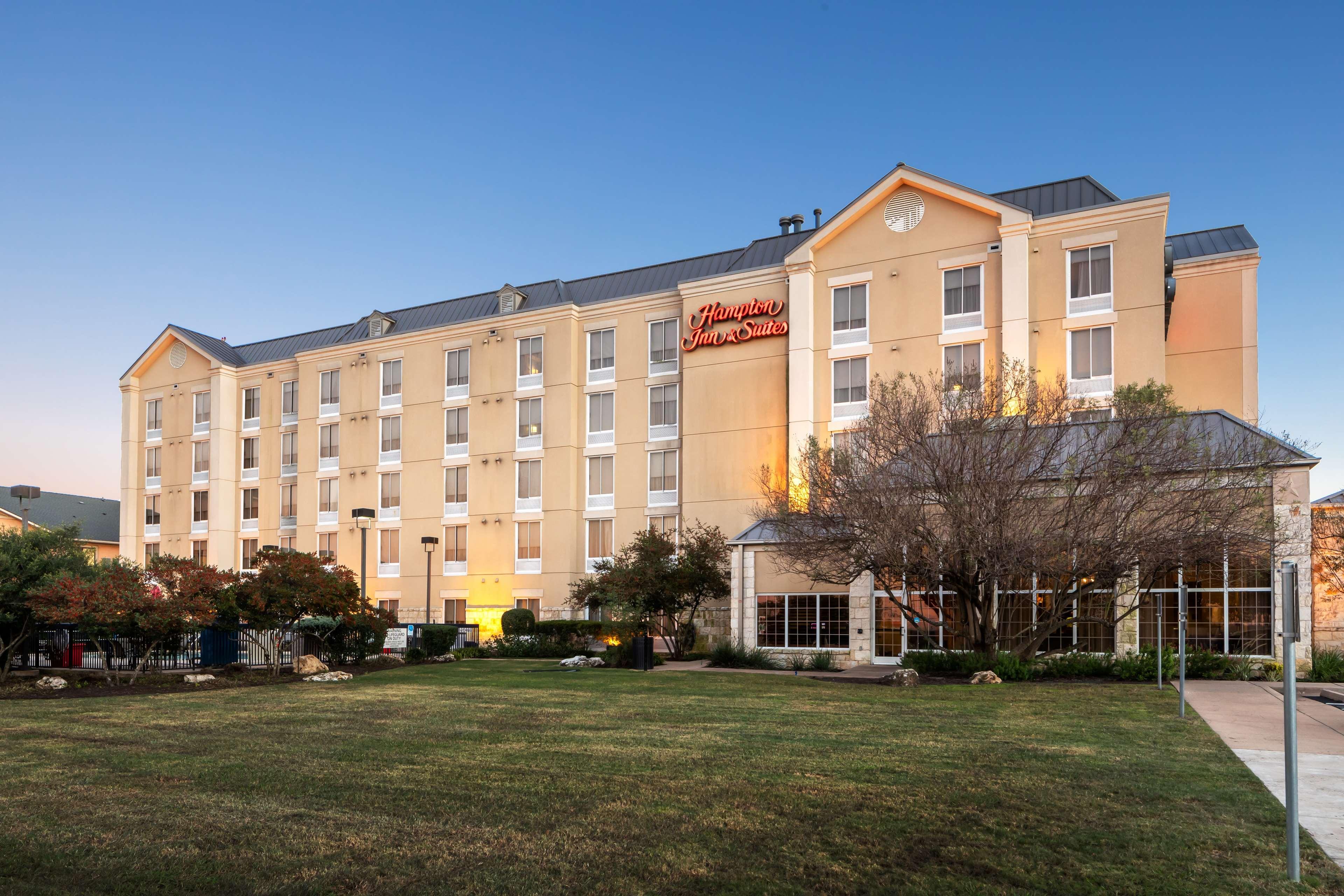 Hampton Inn & Suites Austin-Airport image 2