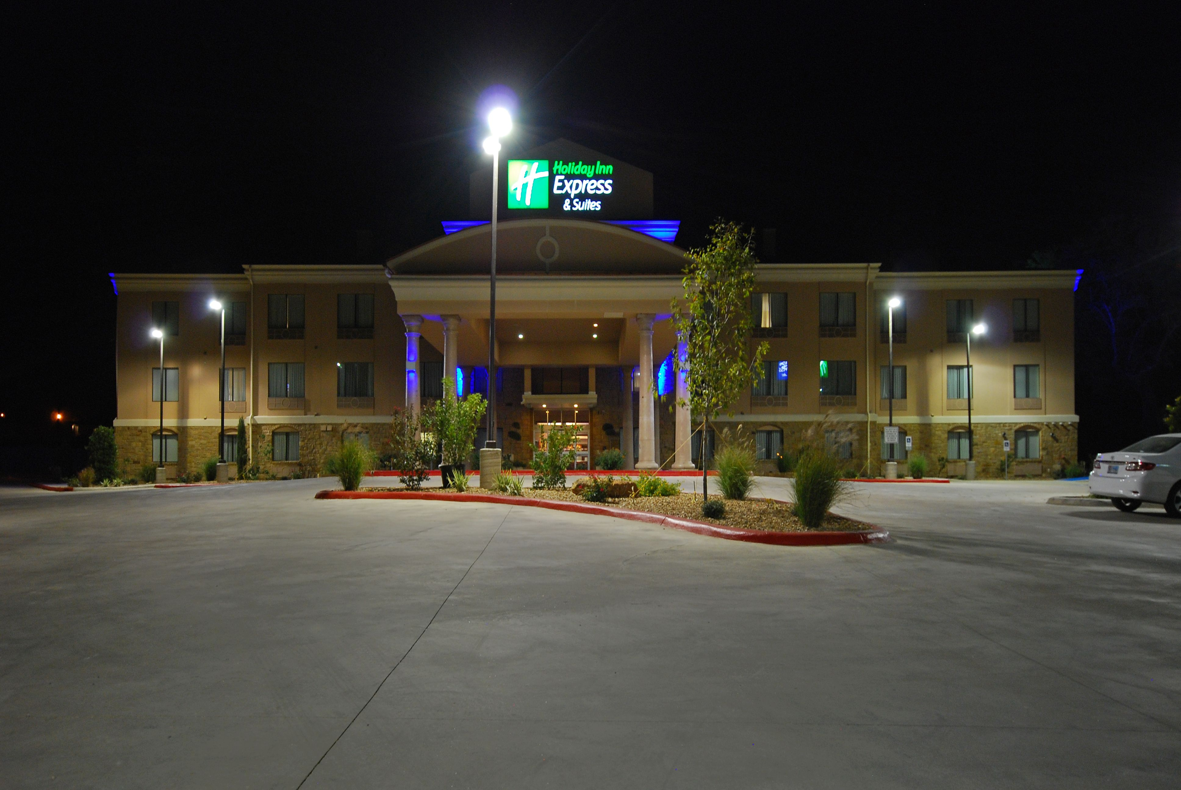 Holiday Inn Express & Suites Goldsboro - Base Area image 3