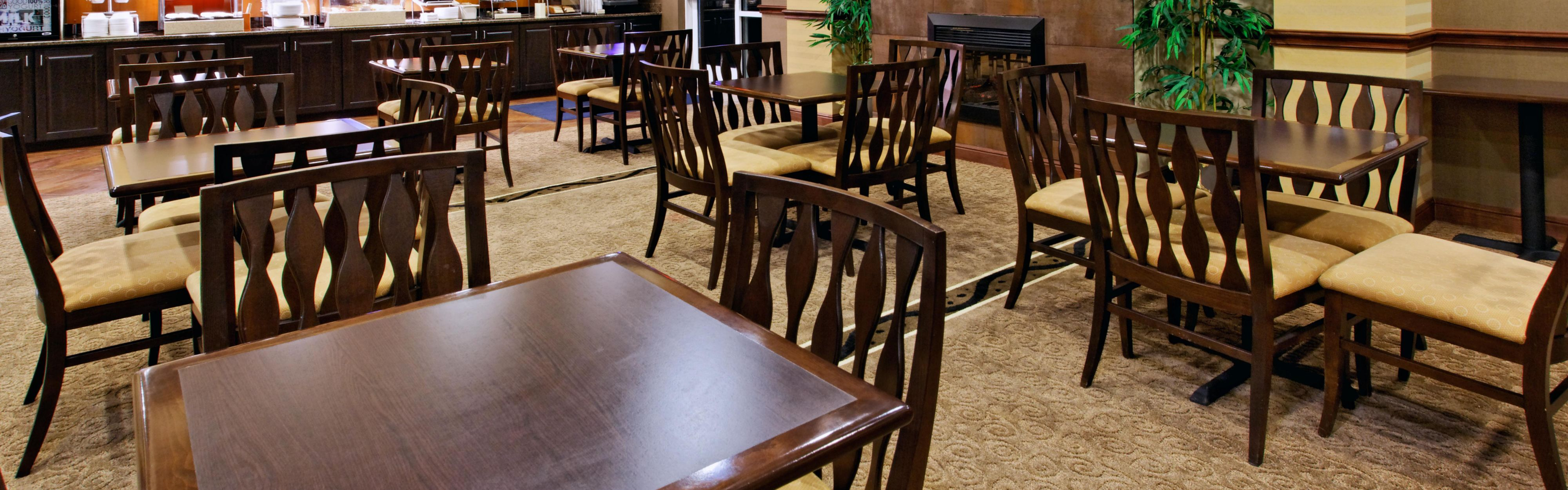 Holiday Inn Express & Suites Cleburne image 3