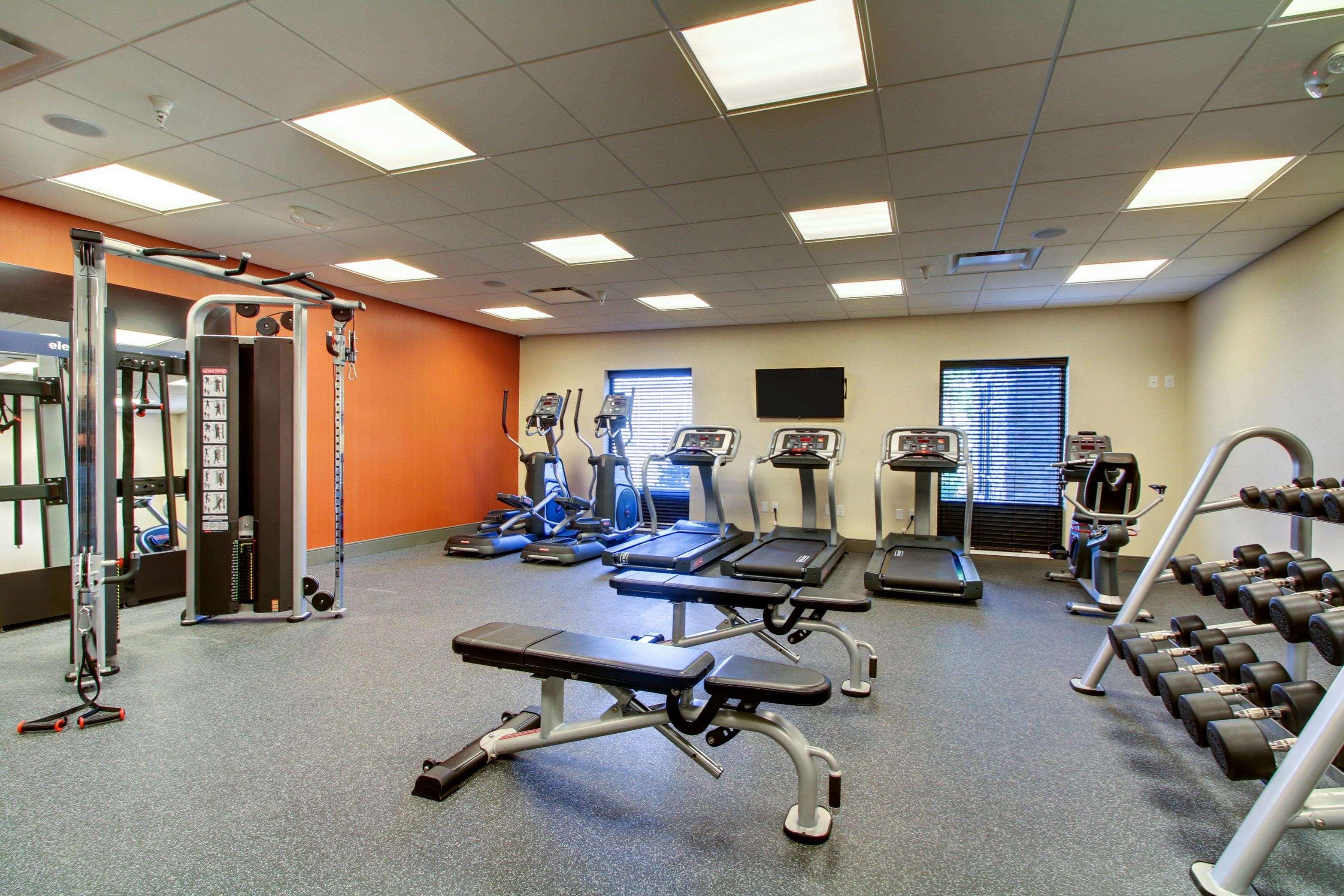 Hampton Inn & Suites Milwaukee West image 15