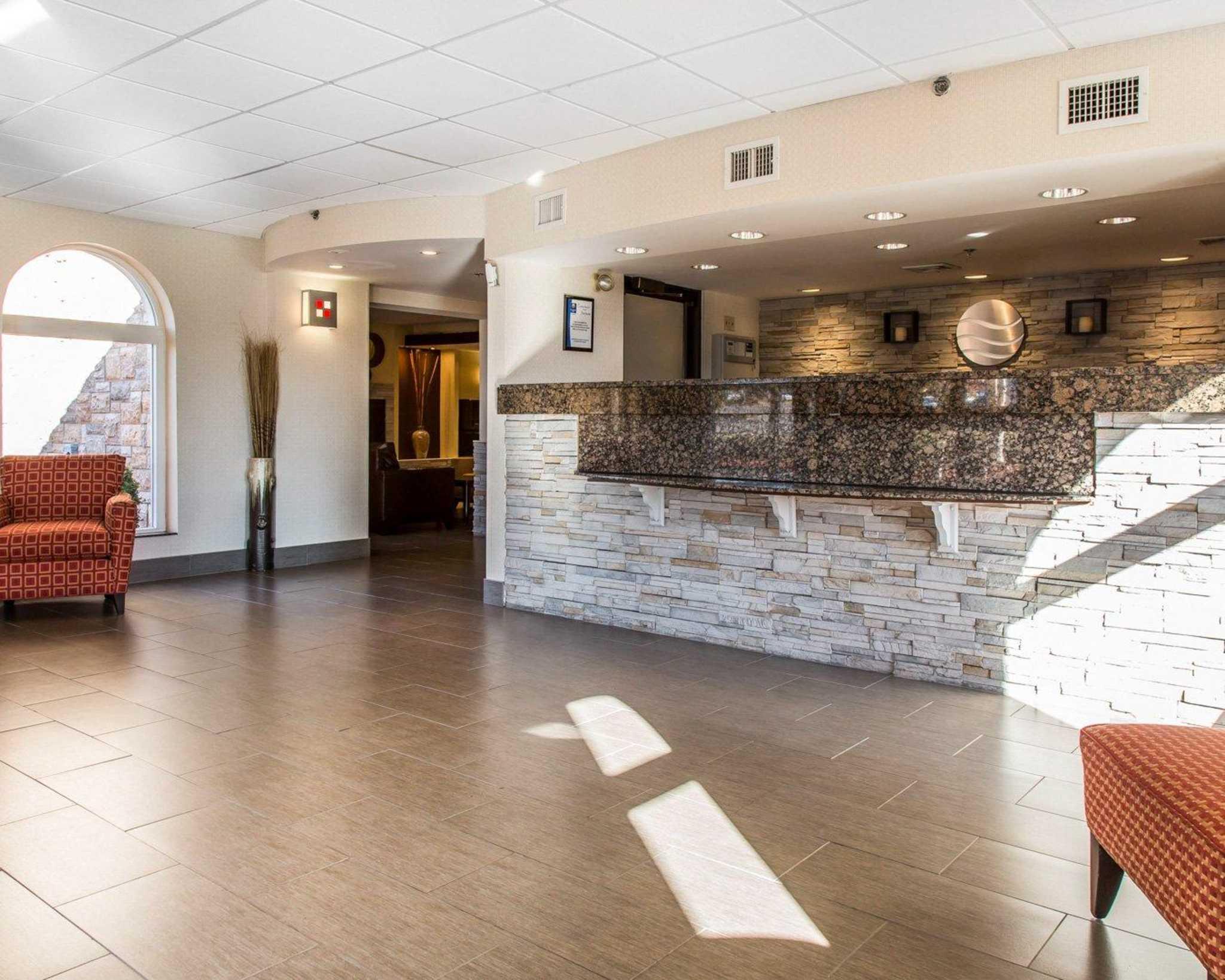Comfort Inn & Suites East Hartford - Hartford image 3