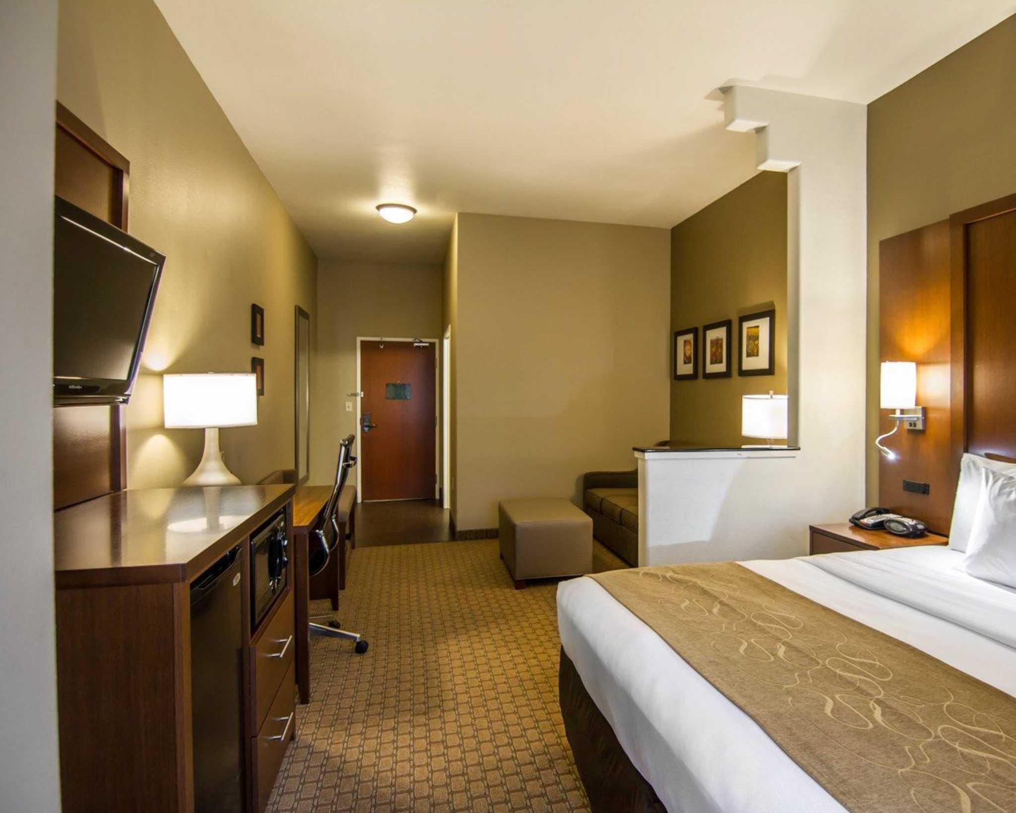 Comfort Suites Marshall image 21