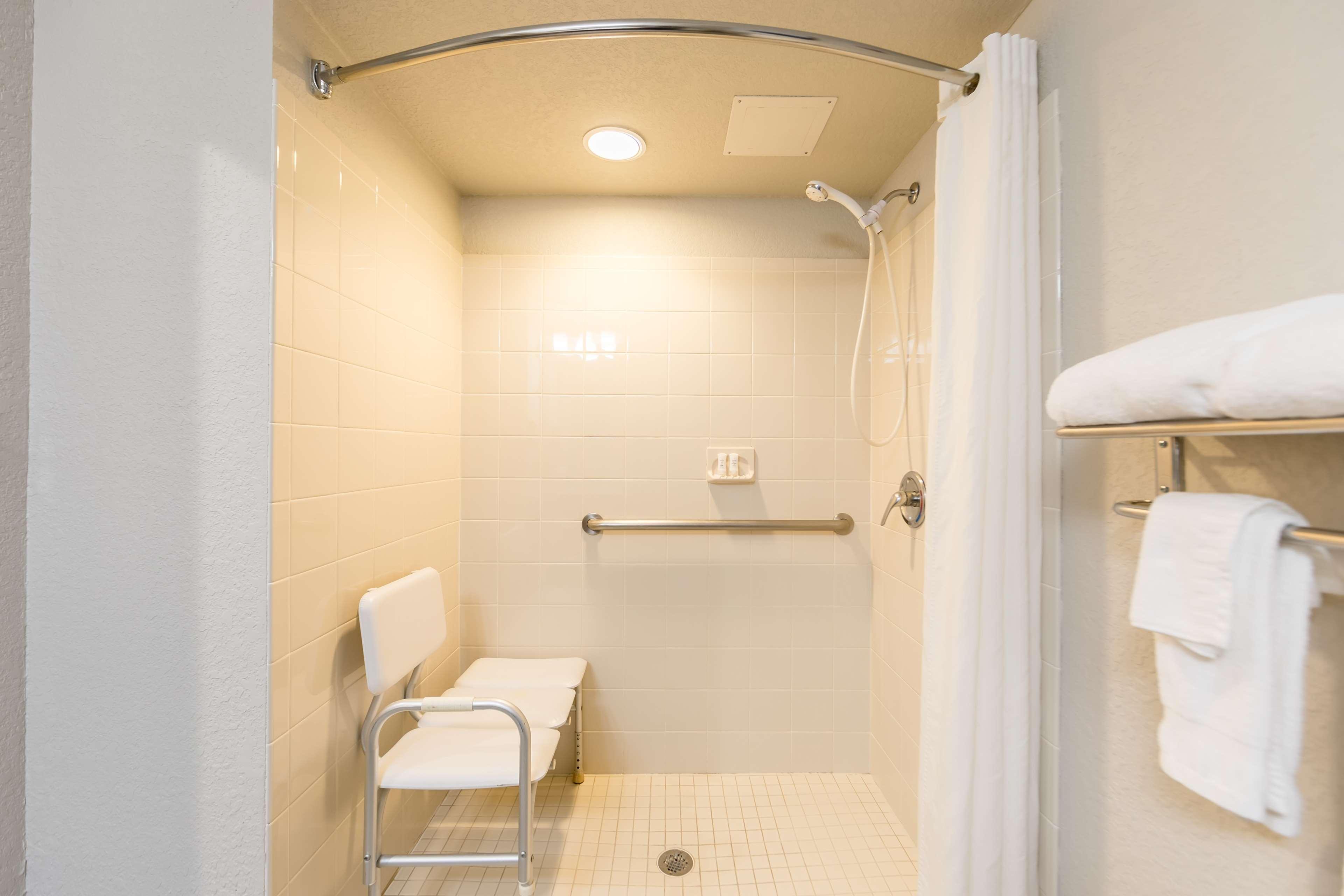 Best Western Plus Sebastian Hotel & Suites image 7