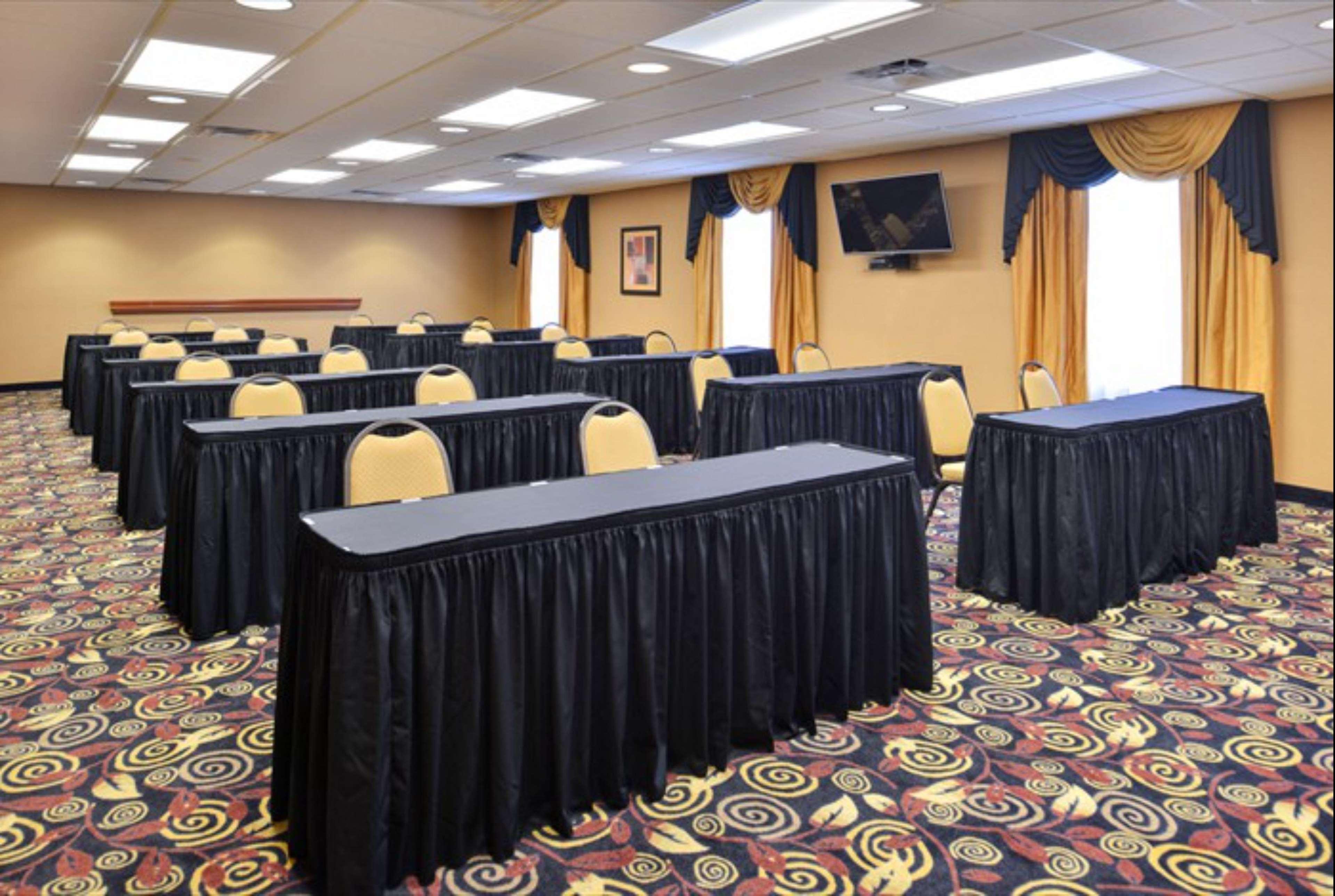 Hampton Inn & Suites Richmond image 15