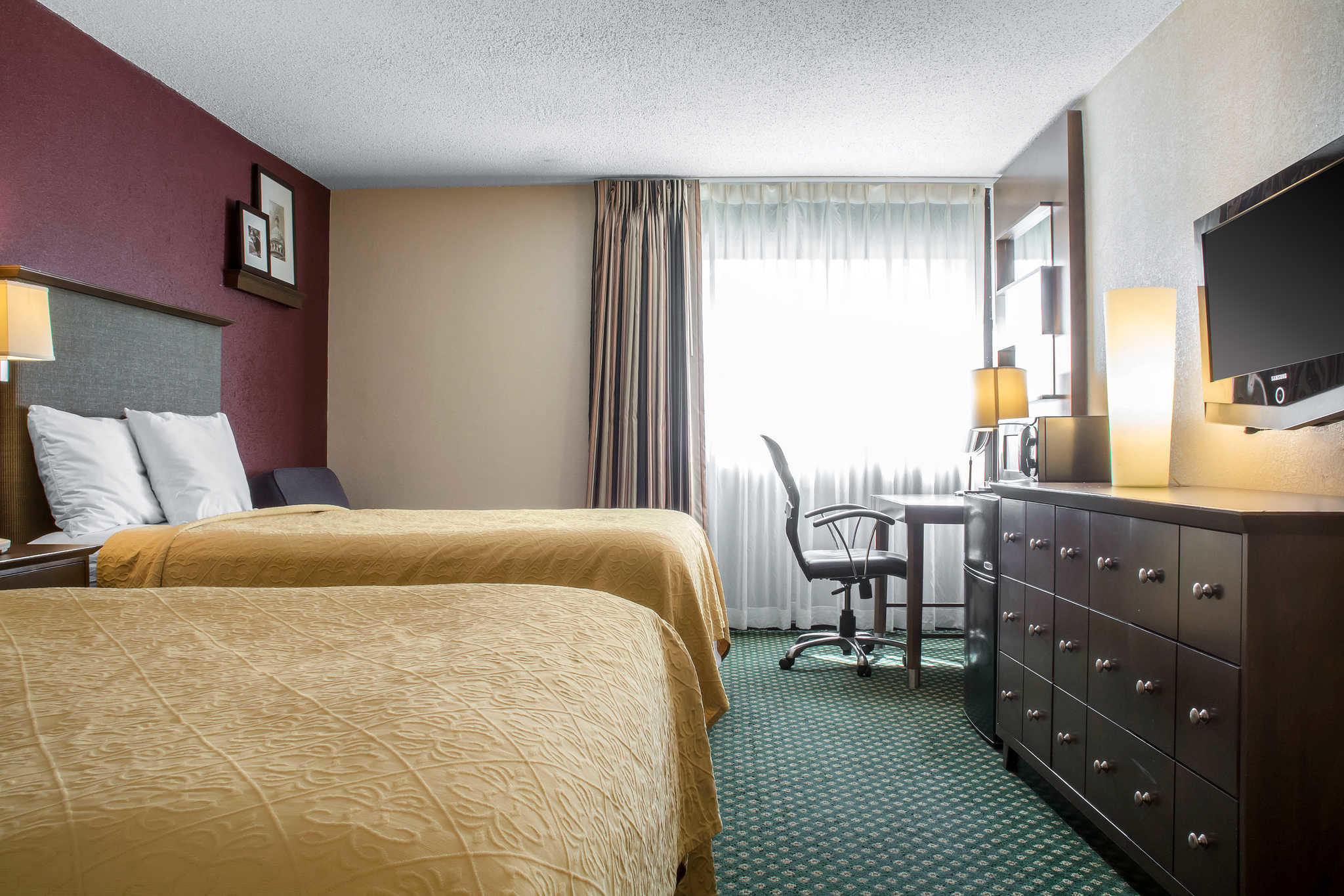 Quality Inn Rochester Airport image 8