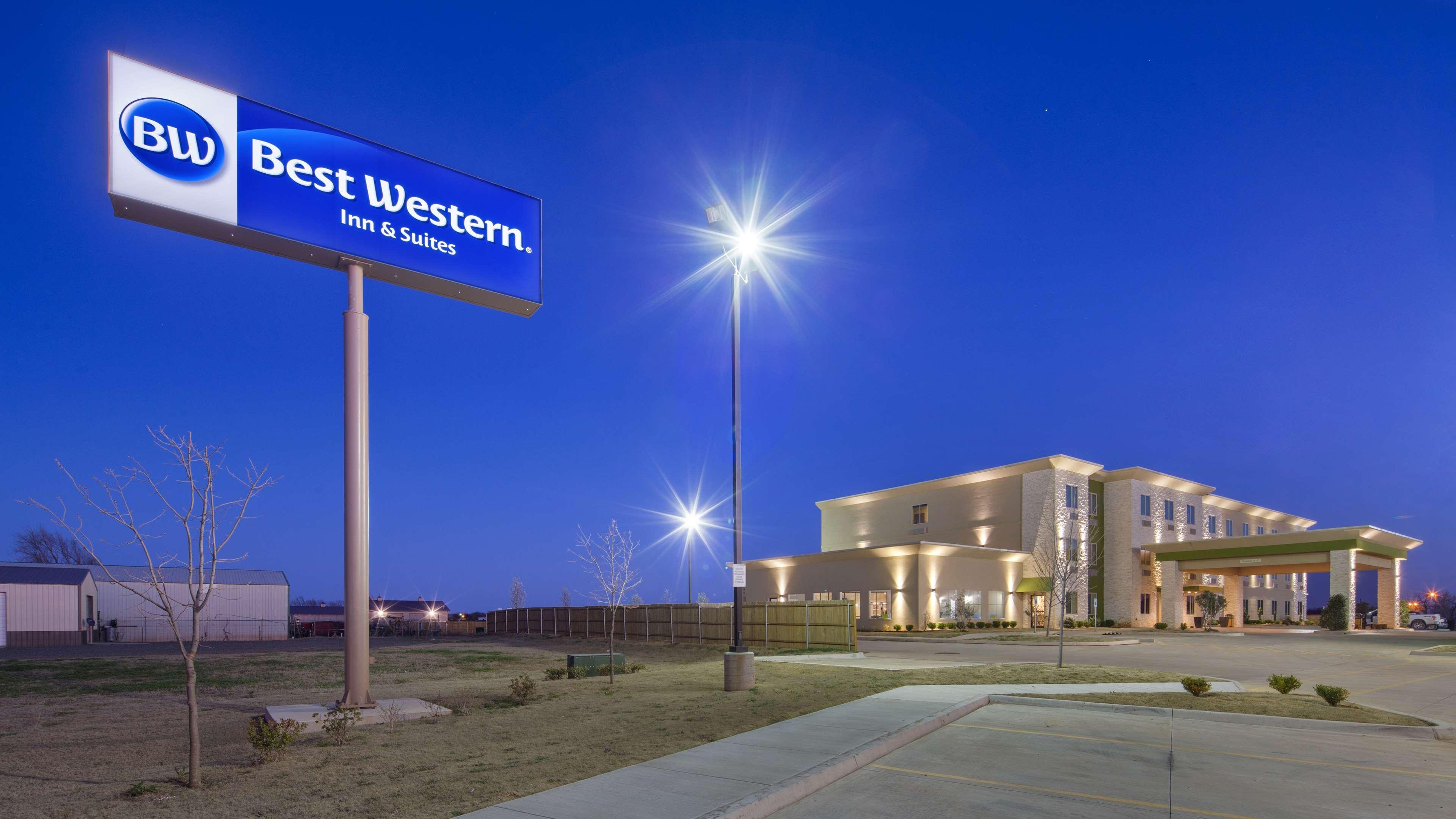 Best Western Lindsay Inn & Suites image 1