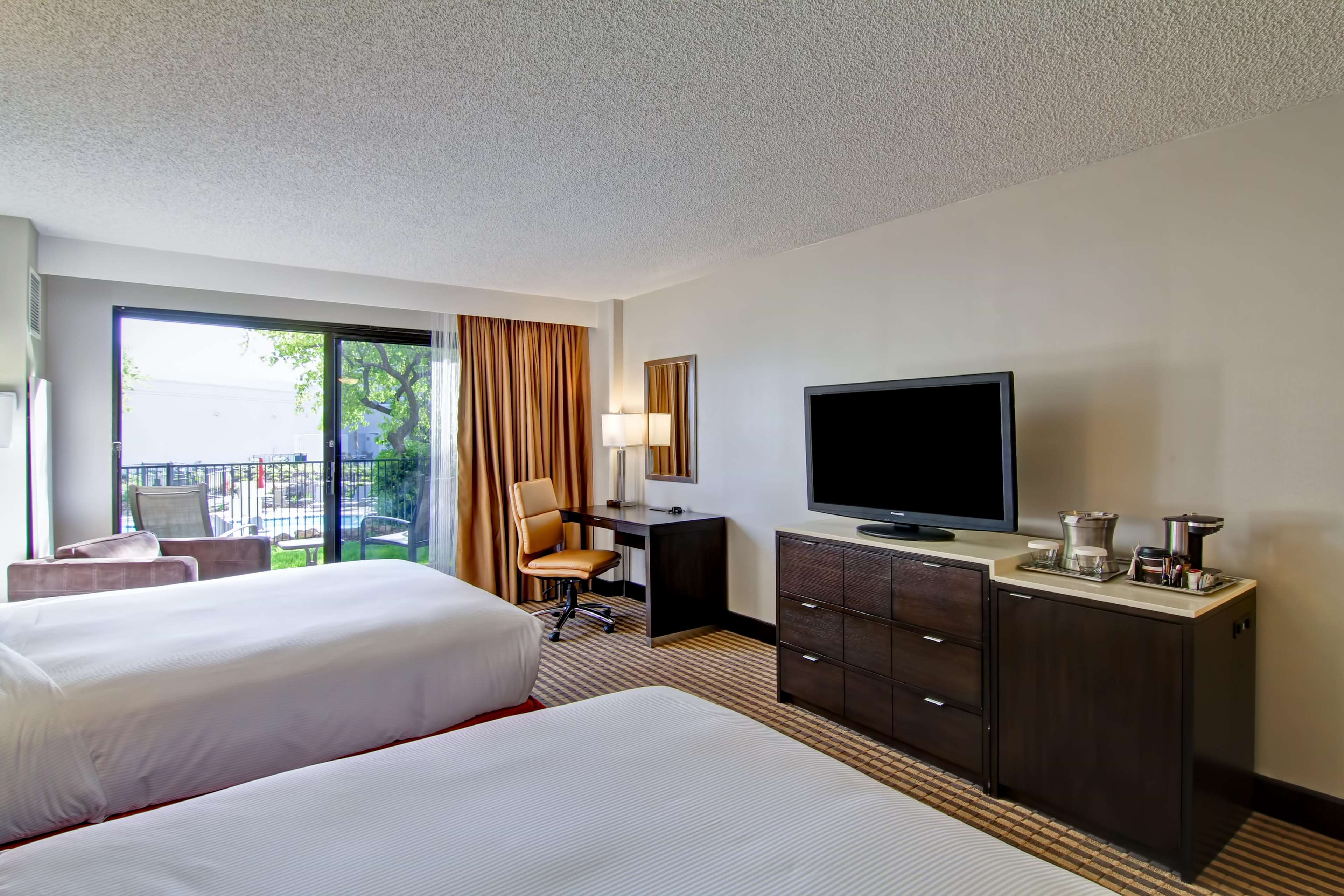 DoubleTree by Hilton Hotel Pleasanton at the Club image 27