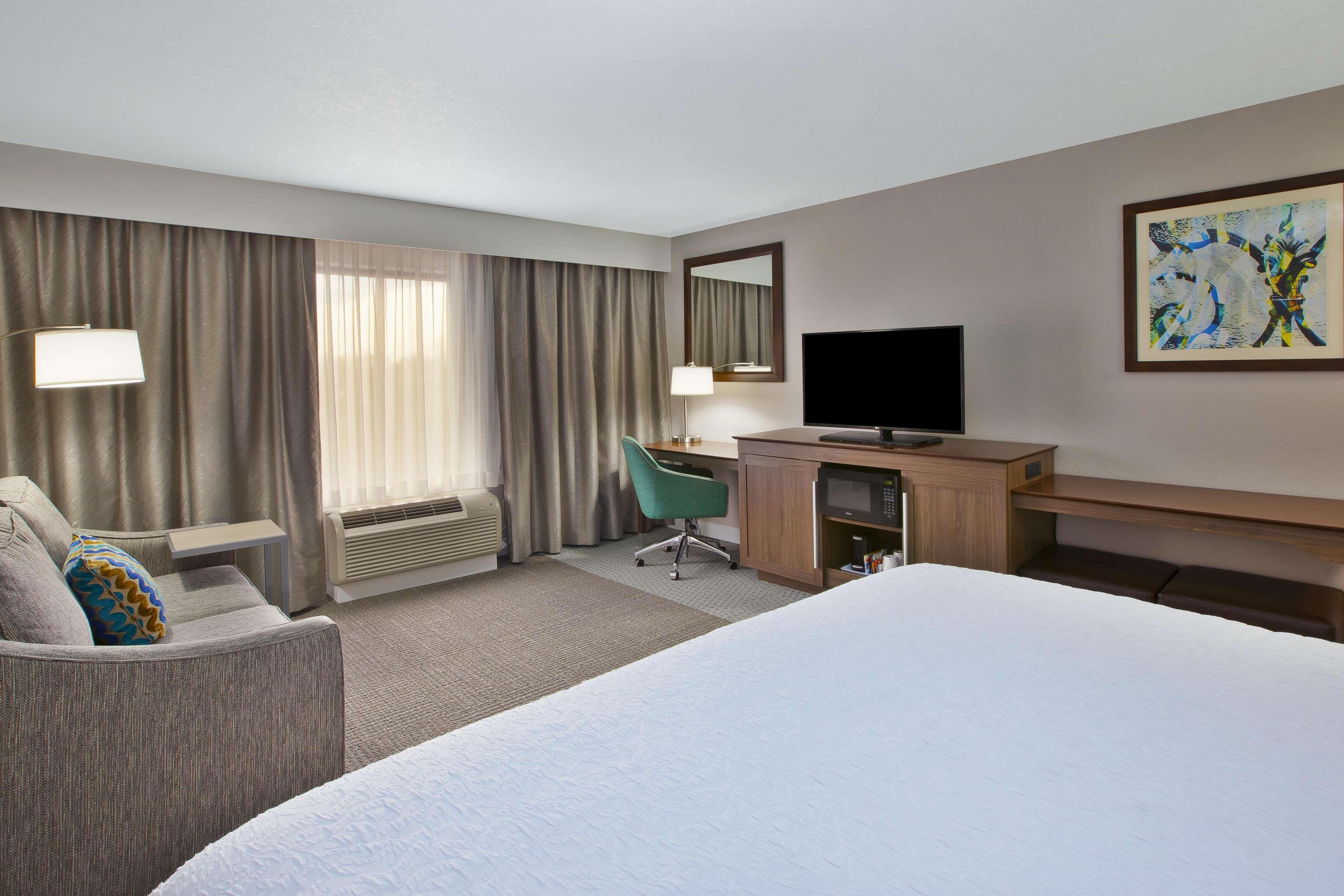 Hampton Inn & Suites Alliance image 12