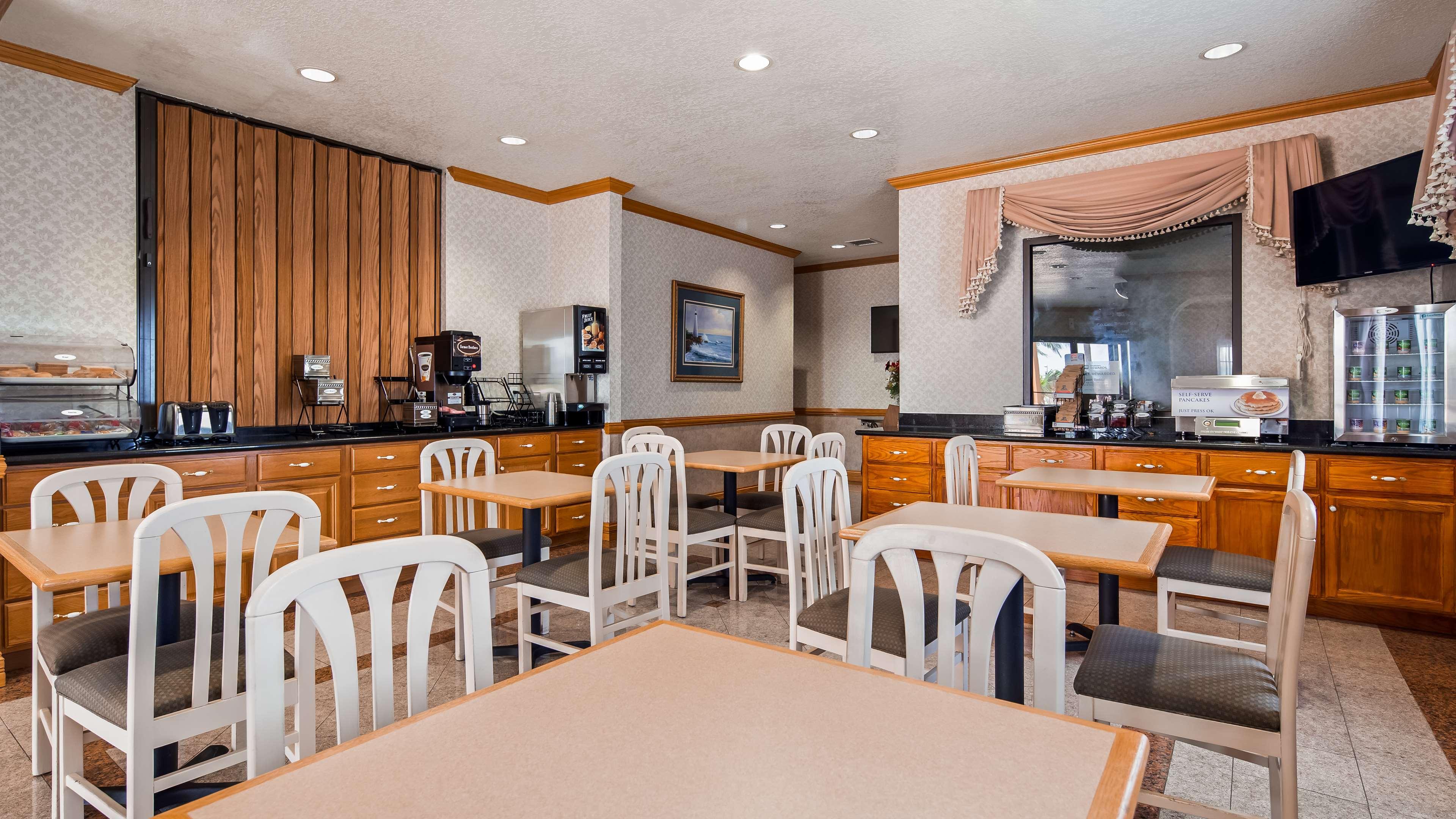 SureStay Hotel by Best Western Falfurrias image 4