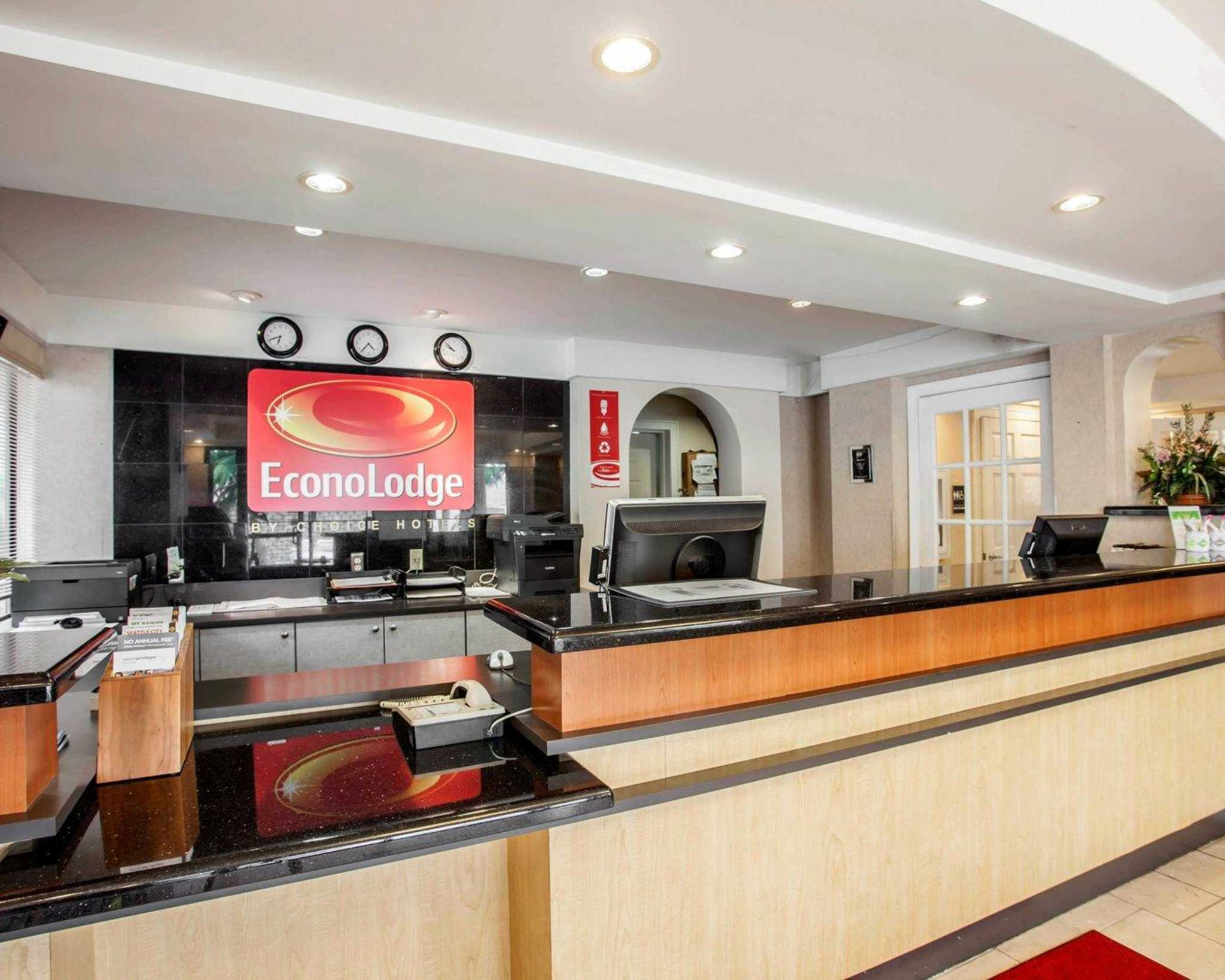 Econo Lodge Renton-Bellevue image 6