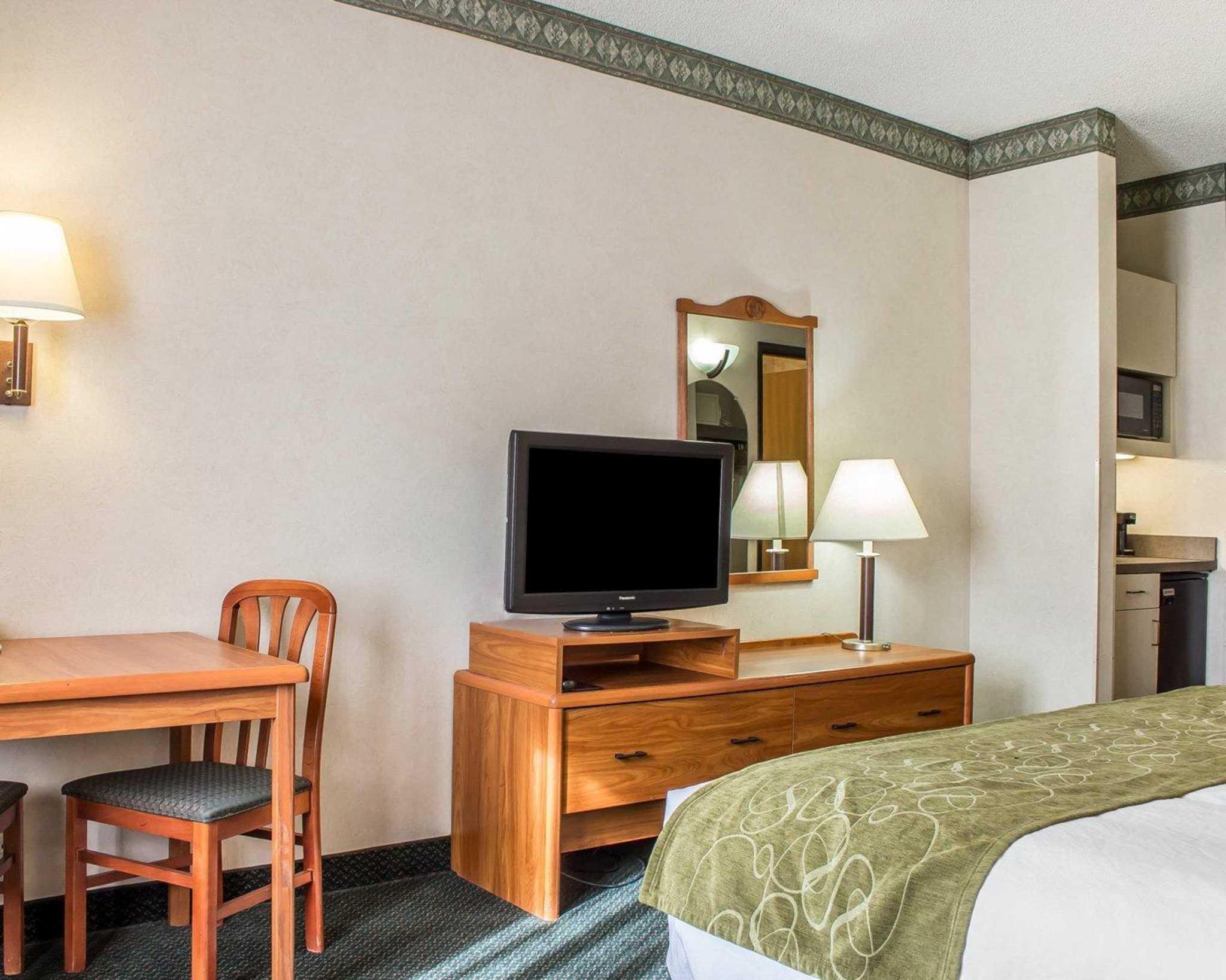 Comfort Suites Phoenix North image 4