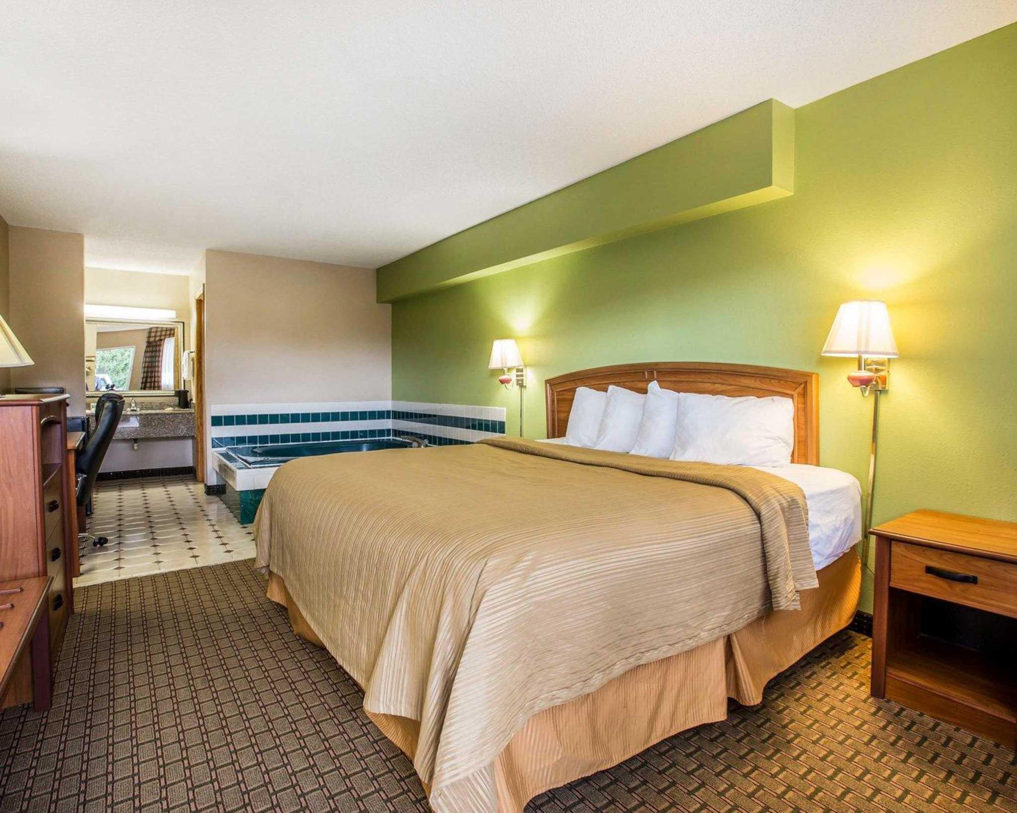 Quality Inn & Suites Dublin image 6