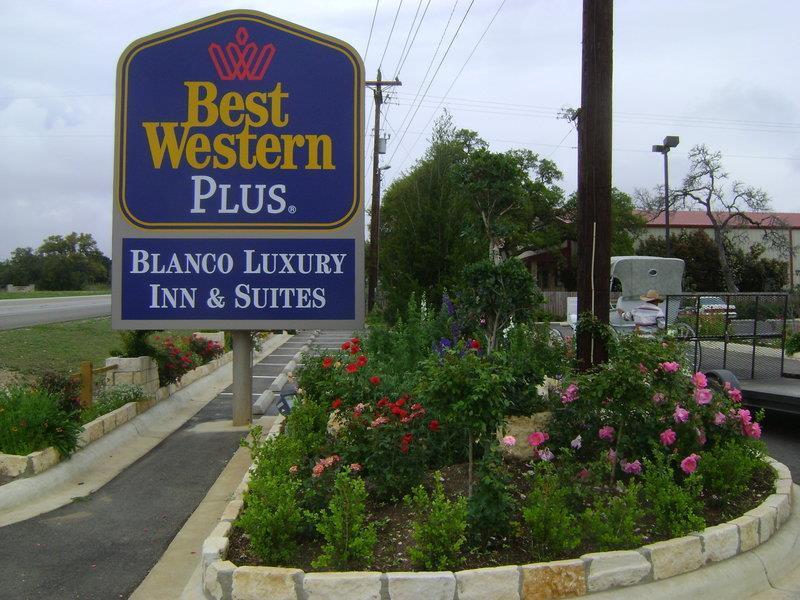 Best Western Plus Blanco Luxury Inn & Suites image 39