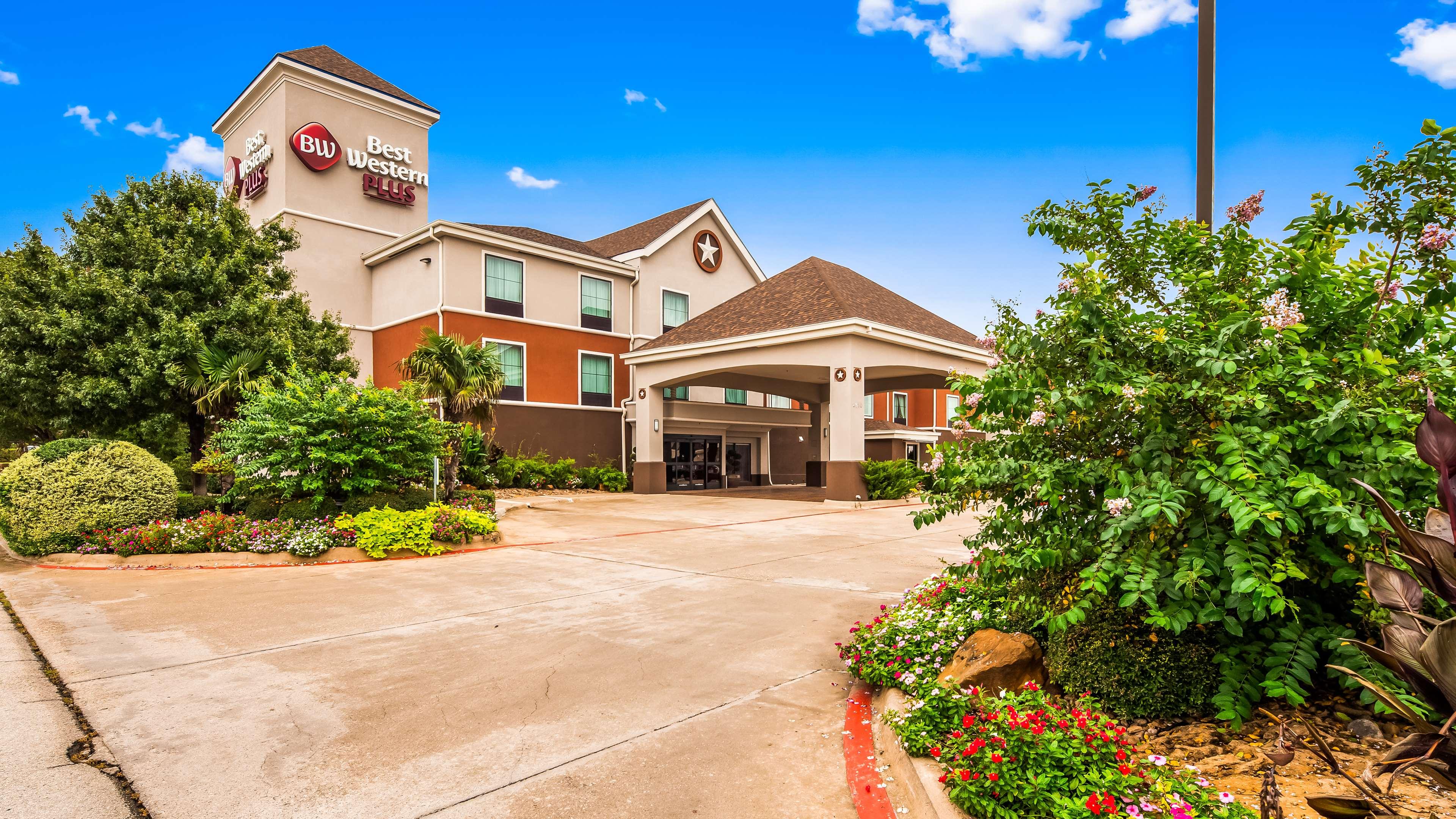 Best Western Plus Denton Inn & Suites image 0