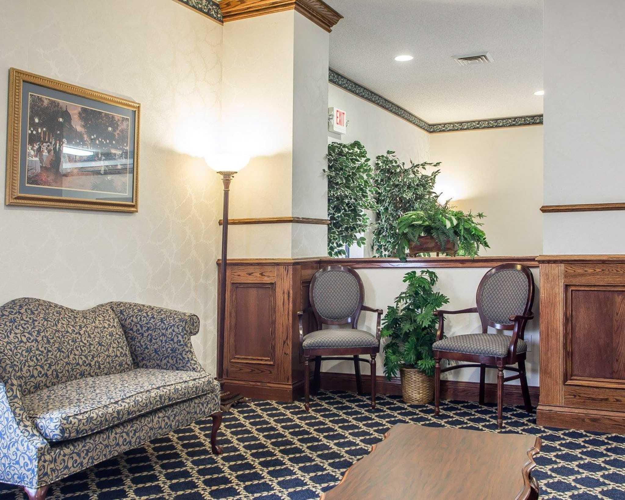 Comfort Suites Jefferson City image 8
