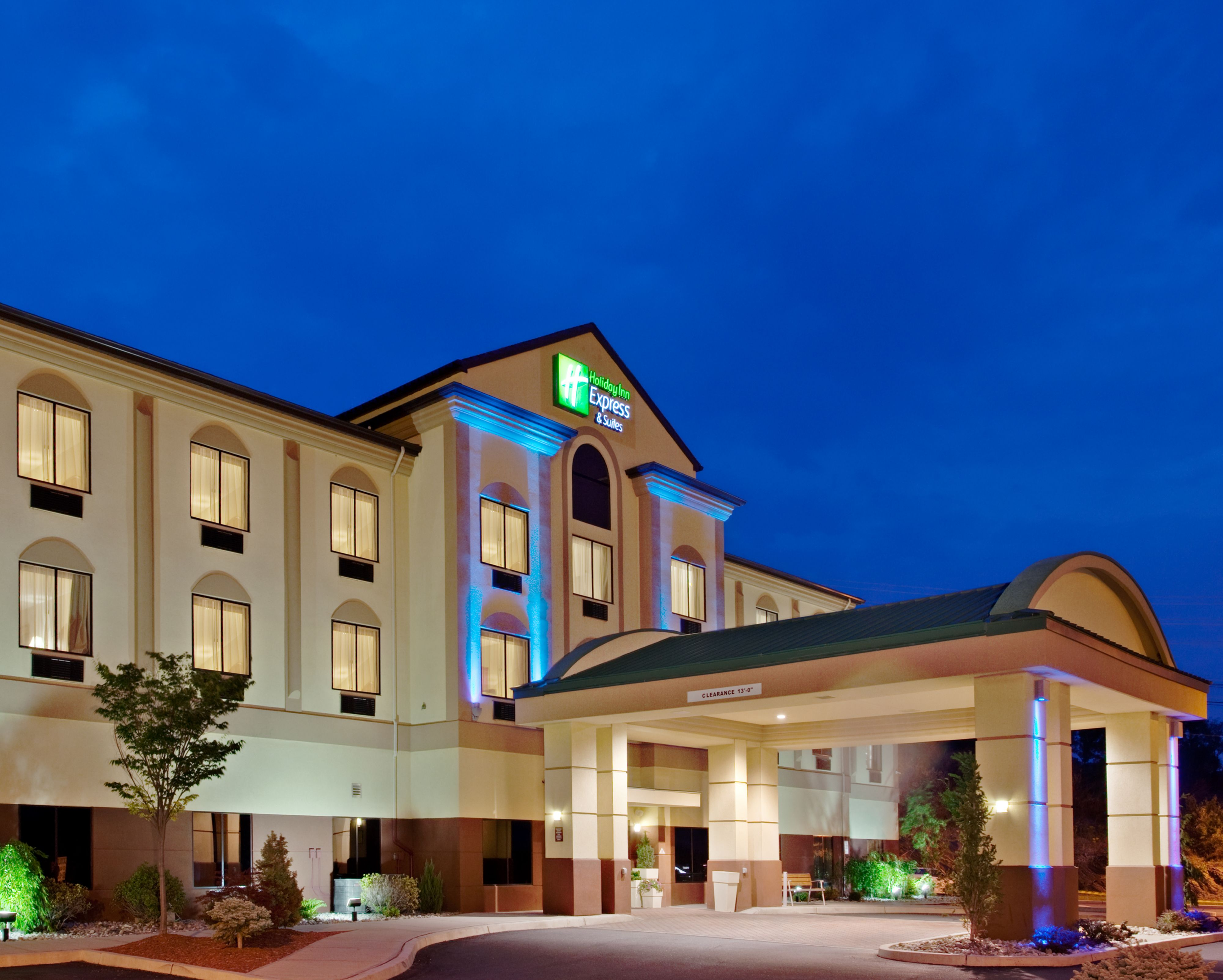 Holiday inn express suites newport south in newport tn for Dining in newport tn