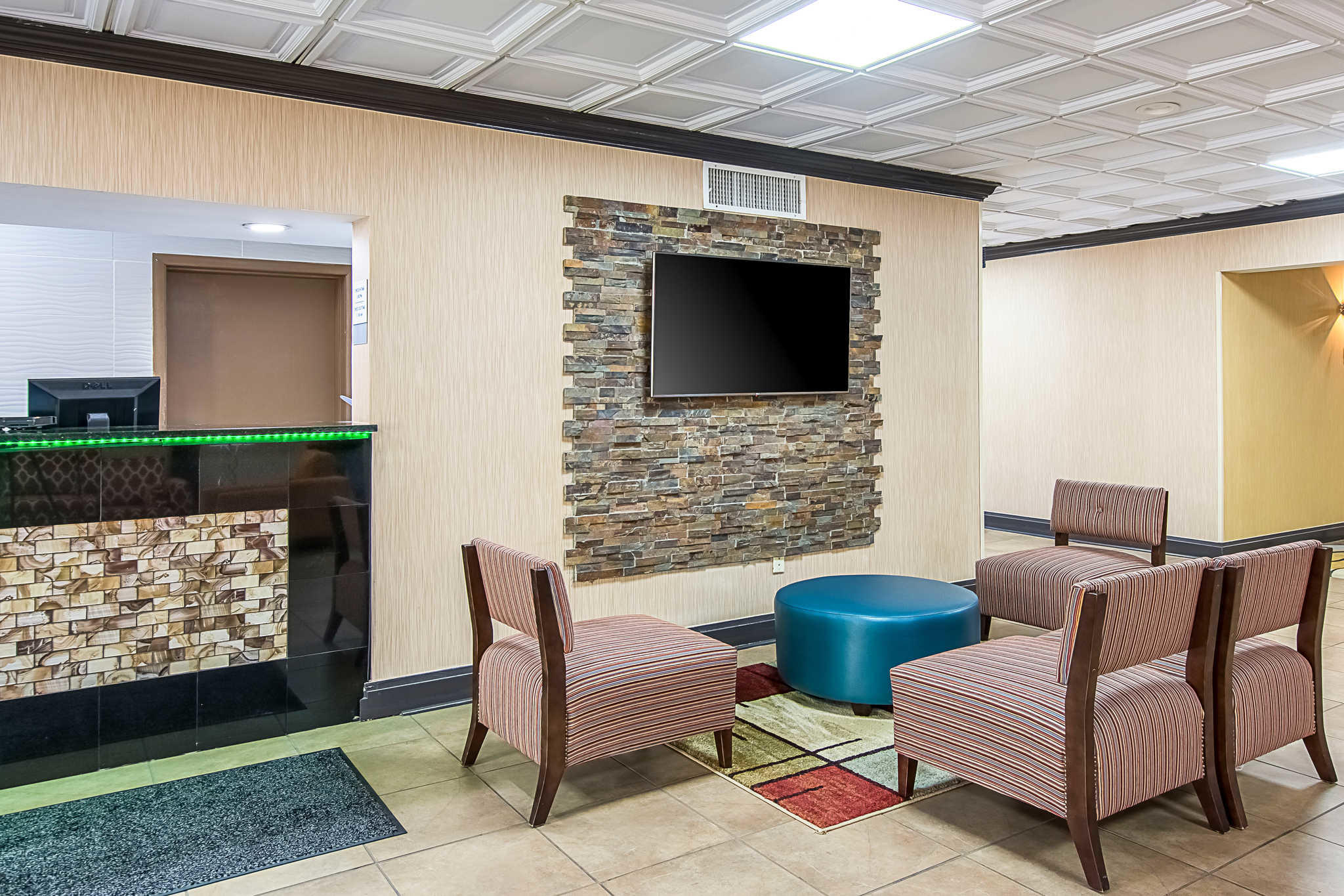 Clarion Inn Airport image 5