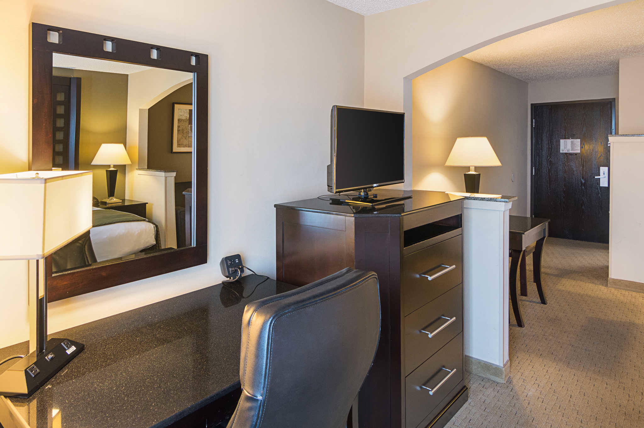 Quality Suites Sherman image 21