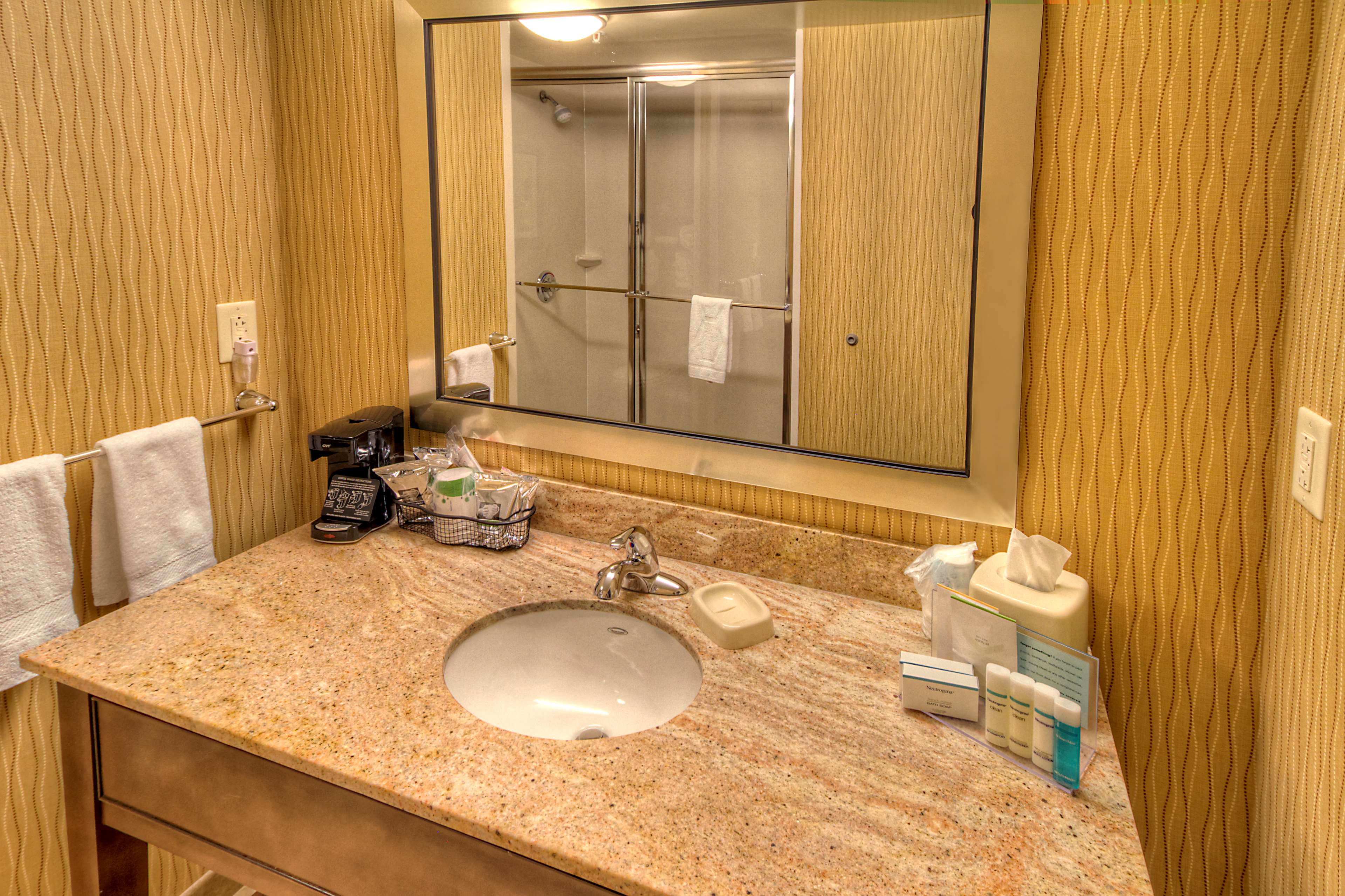 Hampton Inn & Suites Rochester/Henrietta image 27