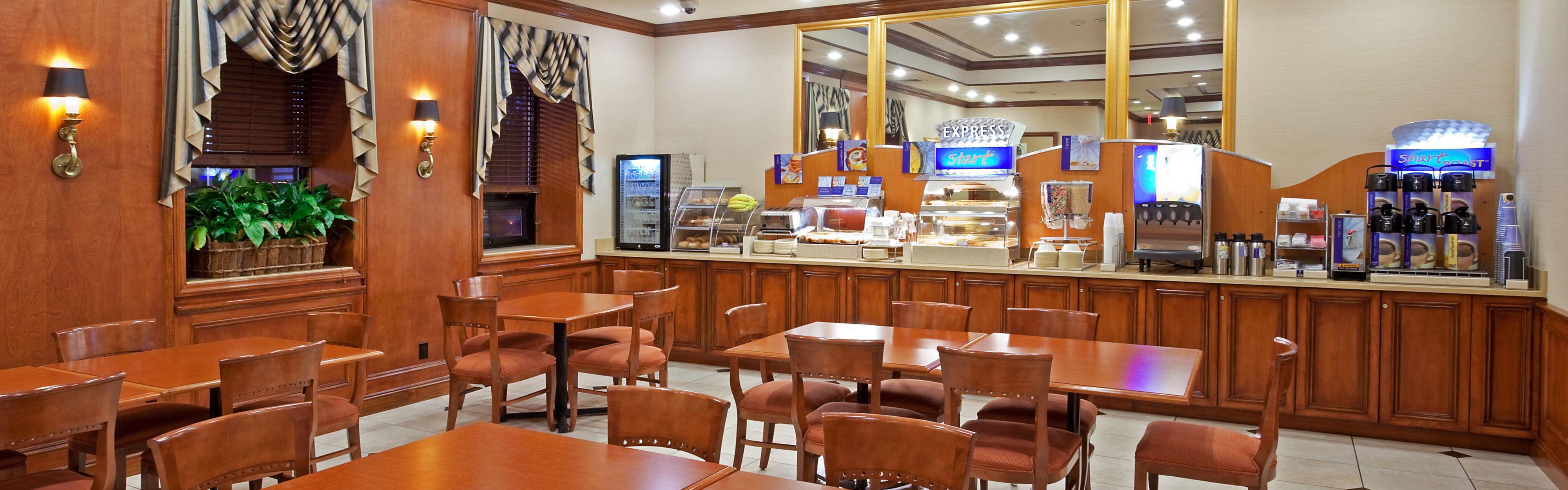 Holiday Inn Express Lynbrook - Rockville Centre image 3