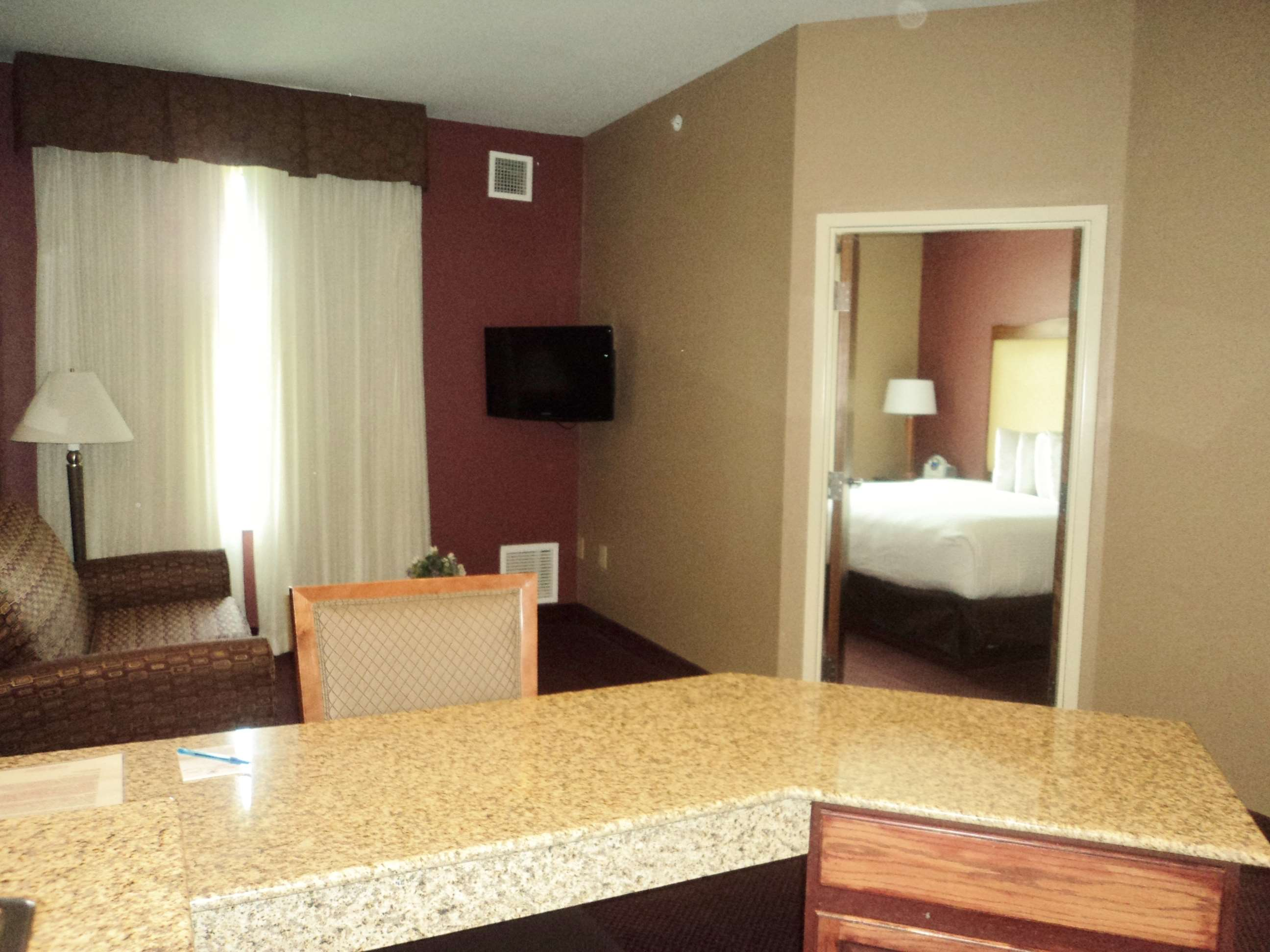 Best Western Plus Hannaford Inn & Suites image 19