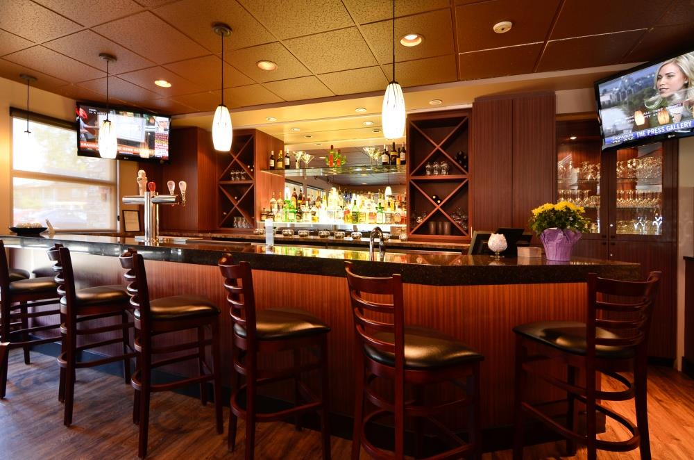 Best Western Plus Langley Inn in Langley: BarLounge