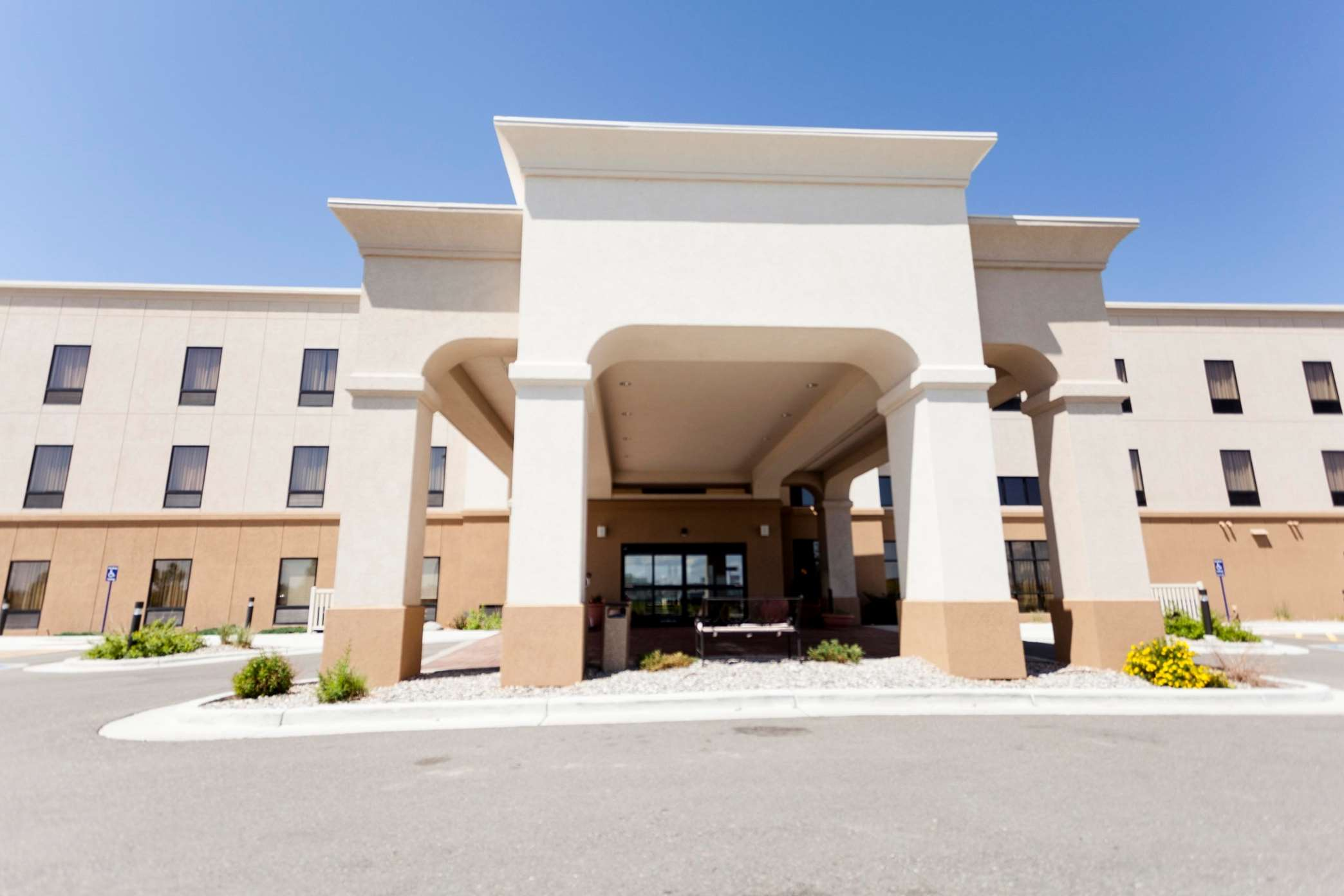 Hampton Inn & Suites Riverton image 23