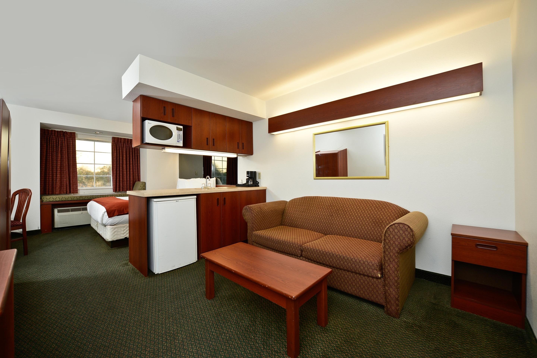 Americas Best Value Inn & Suites - Lake Charles / I - 210 Exit 5 image 2