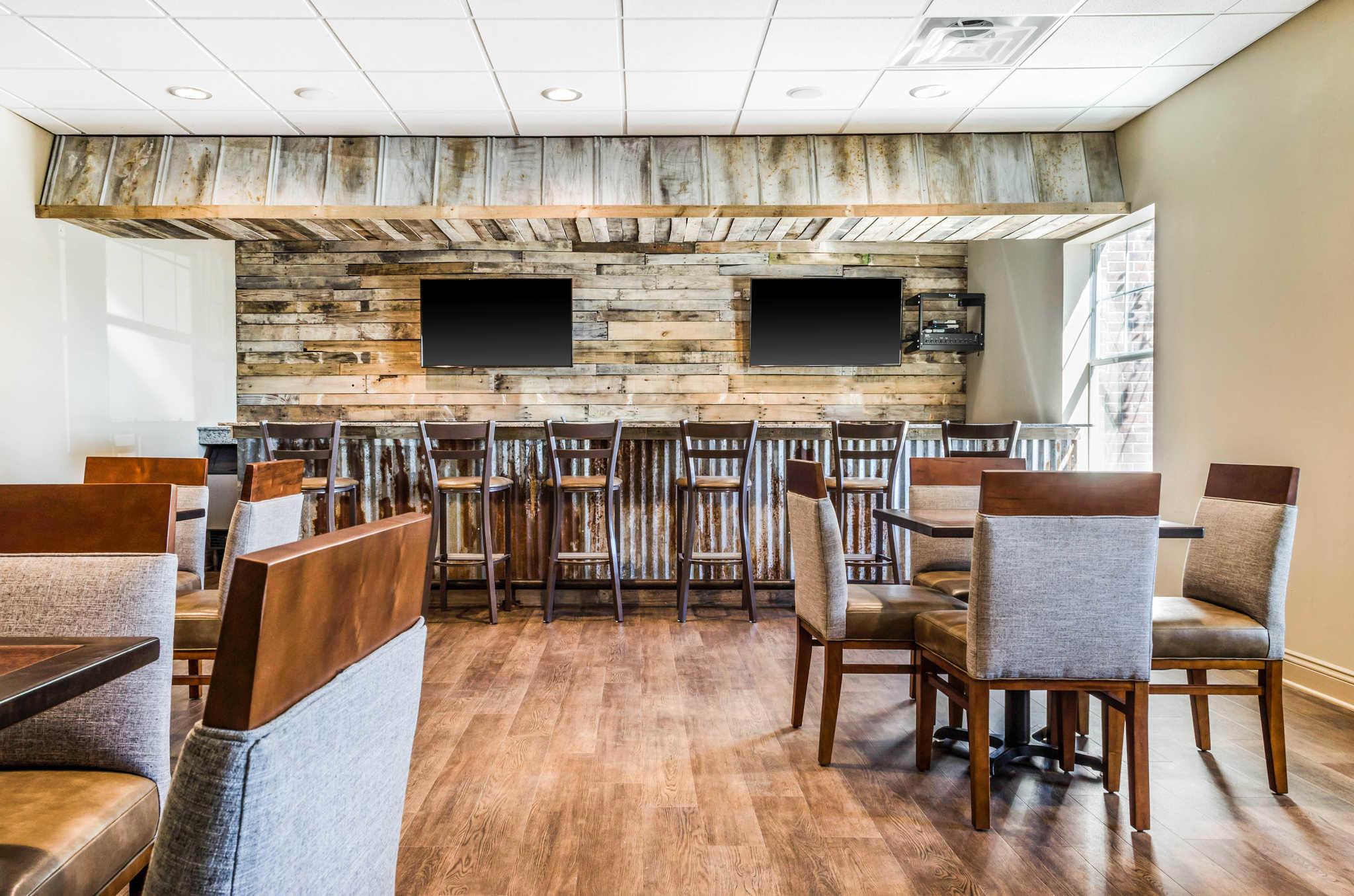 MainStay Suites Hackberry Sportsman's Lodge image 26