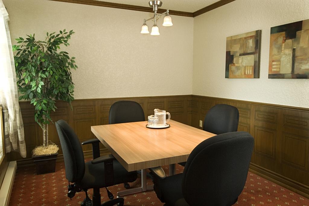 Best Western Plus Hotel Universel Drummondville à Drummondville: Meeting Room Salon