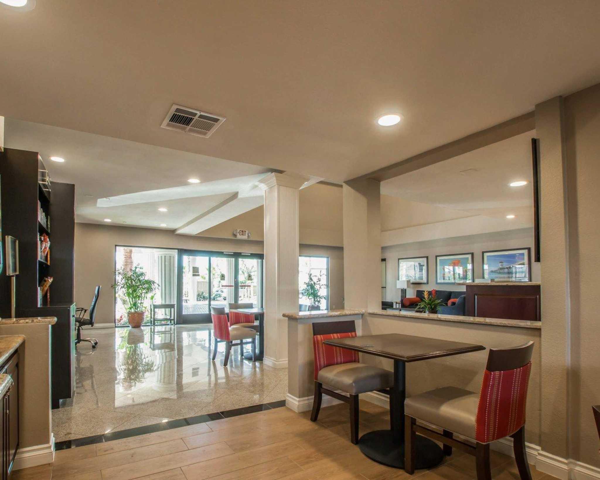 Comfort Suites Huntington Beach image 19