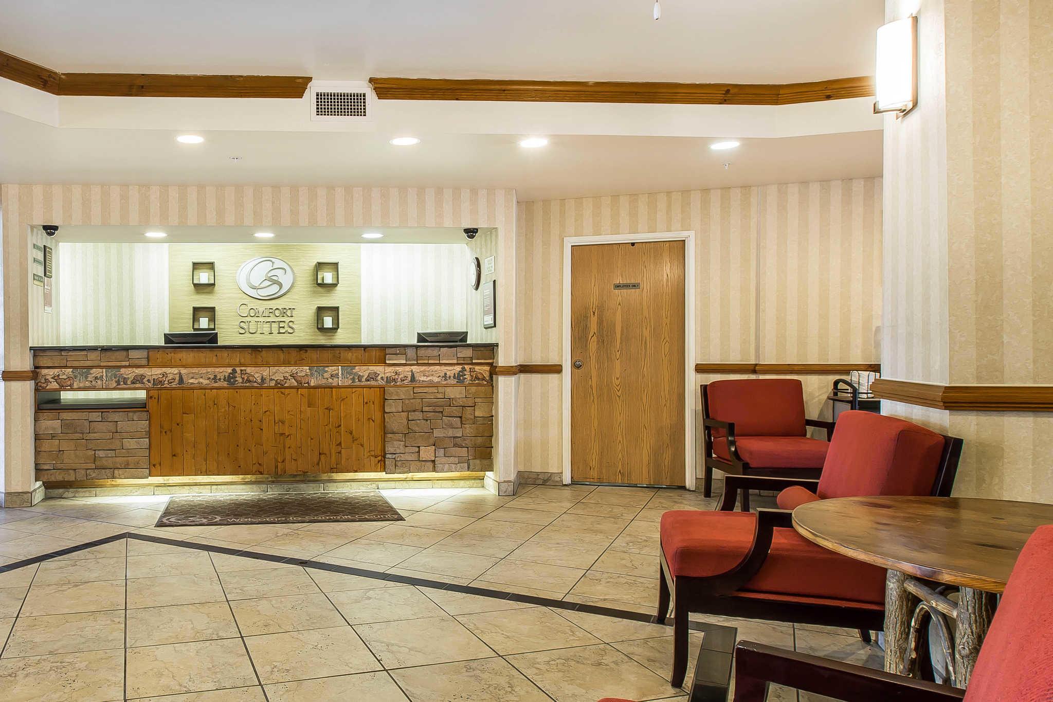 Comfort Suites Summit County image 3